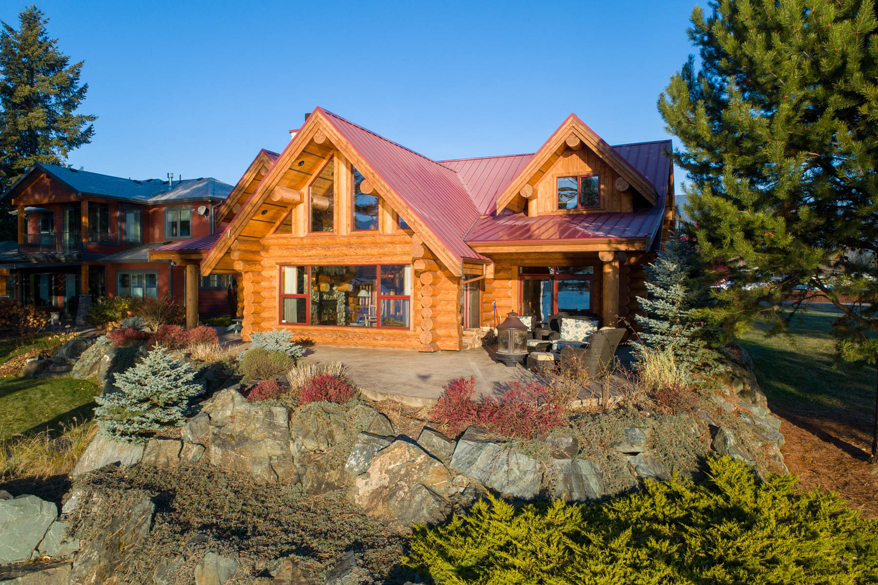 Single Family Homes for Sale at Luxurious Waterfront Log Home 3900 Acton Place Scotch Creek, British Columbia V0E 1M5 Canada