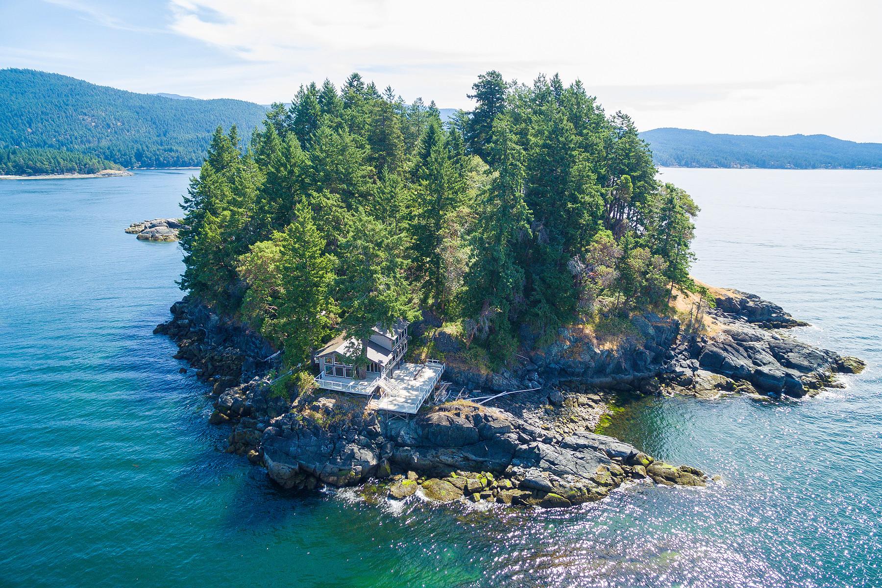 واحد منزل الأسرة للـ Sale في Six Acre Island Estate 12401 Whitestone Road Sechelt, British Columbia, V0V 0V0 Canada