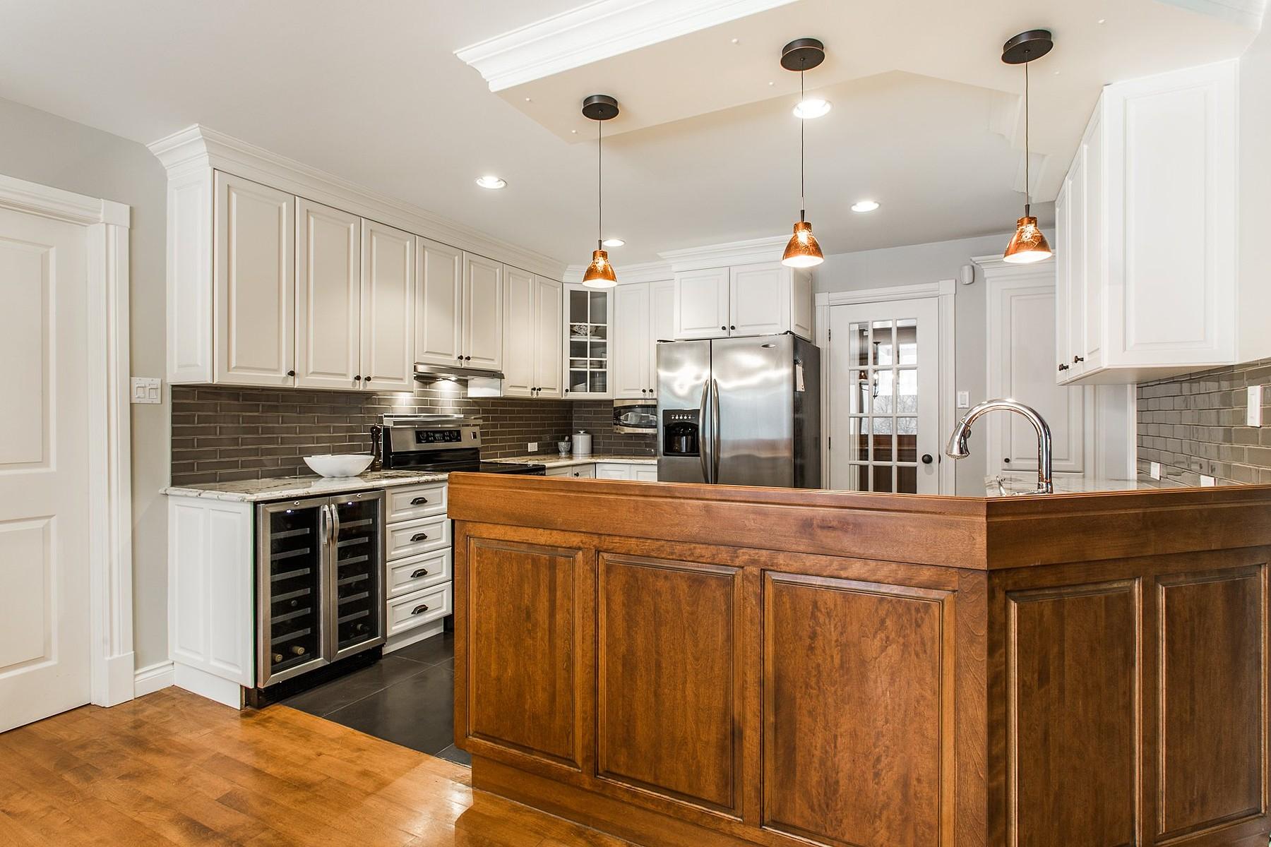 Additional photo for property listing at Sutton, Montérégie 100 Rue Academy Sutton, Quebec J0E2K0 Canada