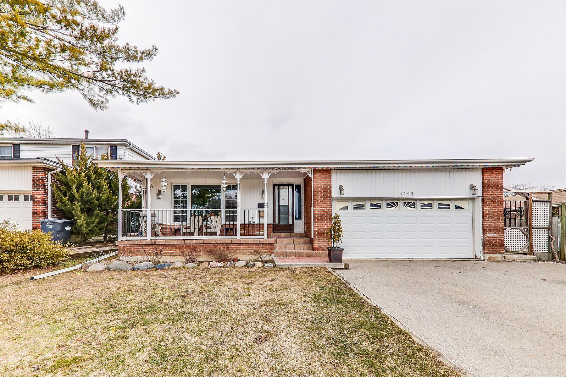 Maison unifamiliale pour l Vente à Gorgeous Four Level Backsplit 1257 Tredmore Dr, Mississauga, Ontario, L5J3V5 Canada