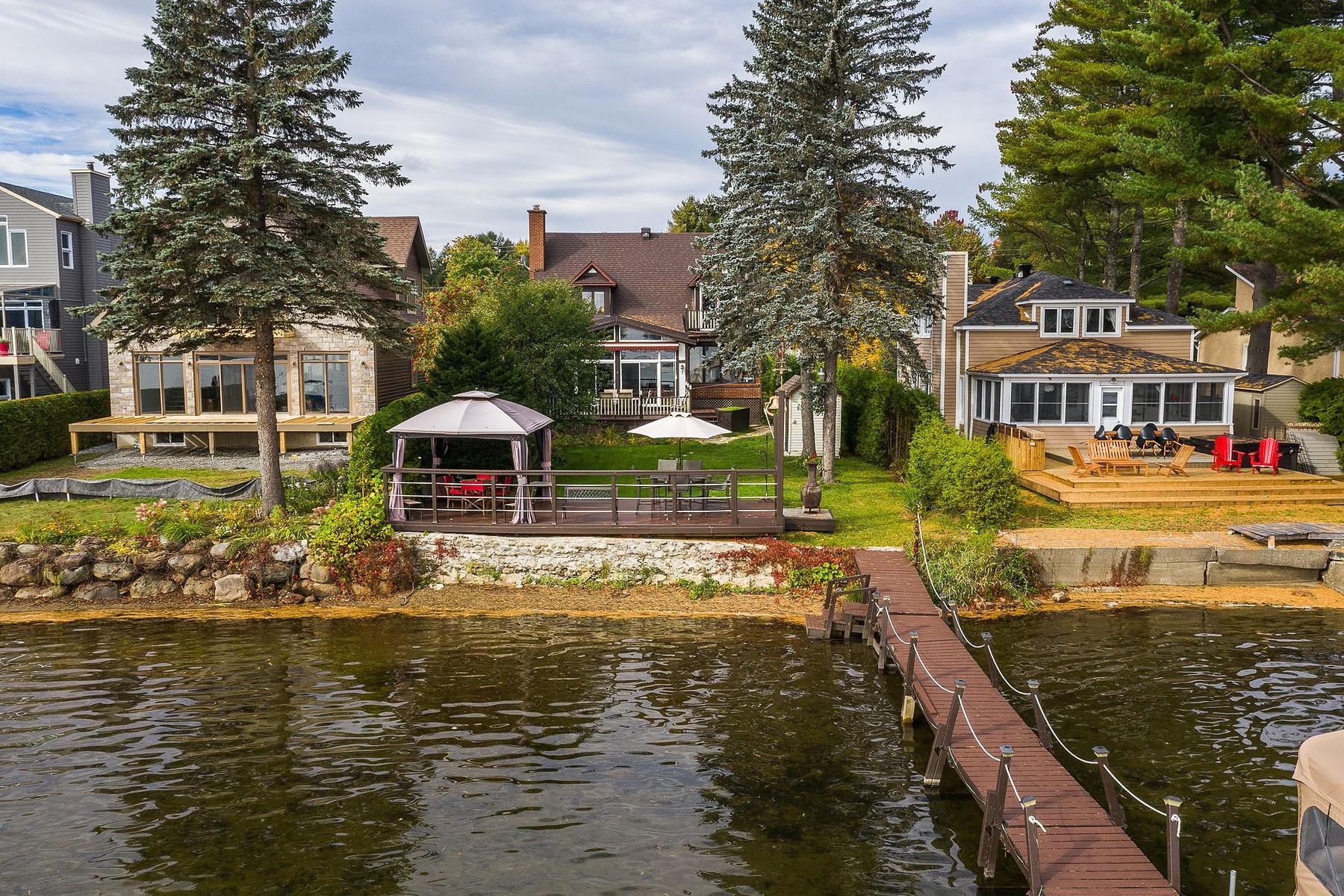 Single Family Homes for Sale at Magog, Estrie 263 Av. du Parc Magog, Quebec J1X5V6 Canada