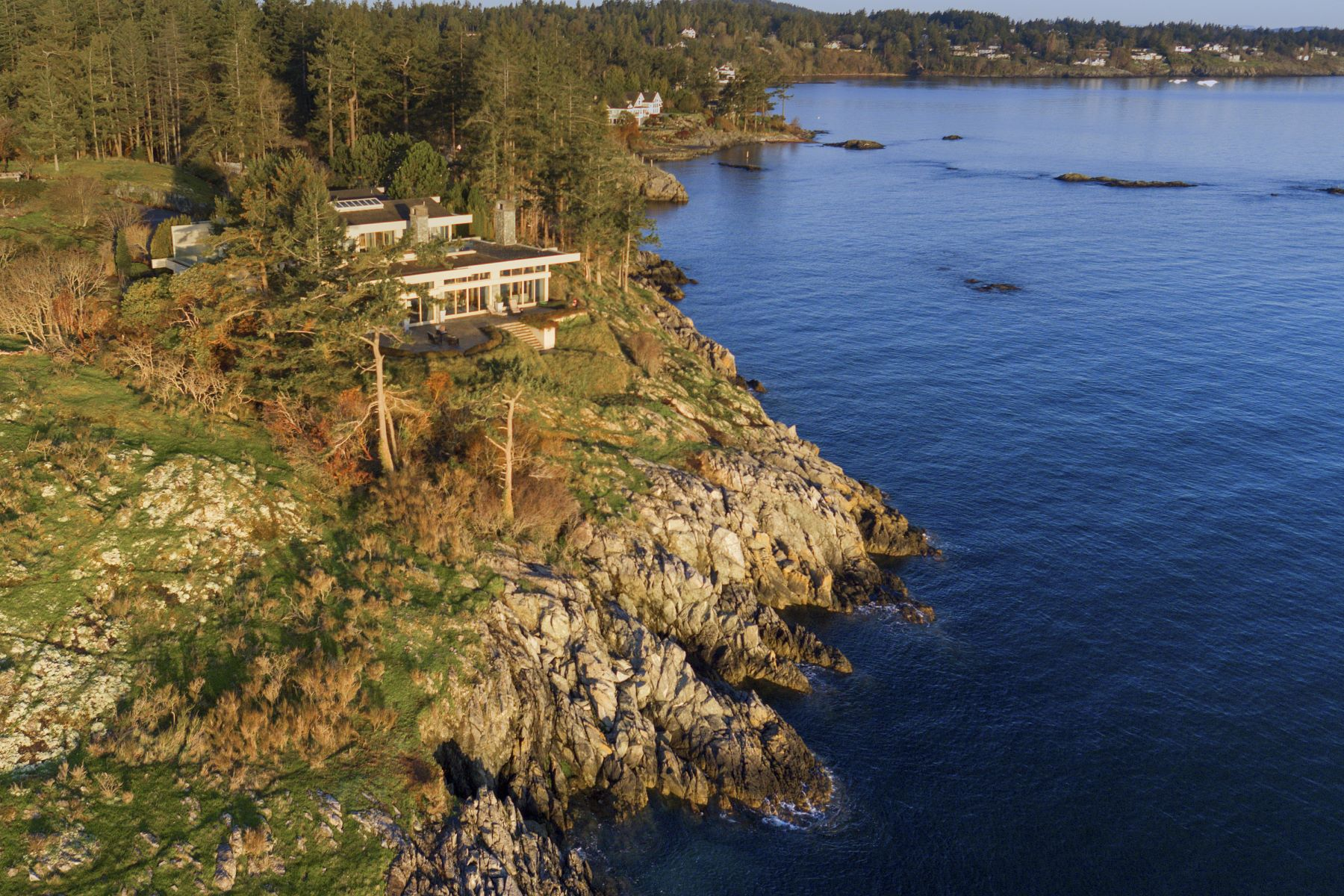 واحد منزل الأسرة للـ Sale في World Class Oceanfront 2530 Queenswood Drive, Victoria, British Columbia, V8N 1X5 Canada