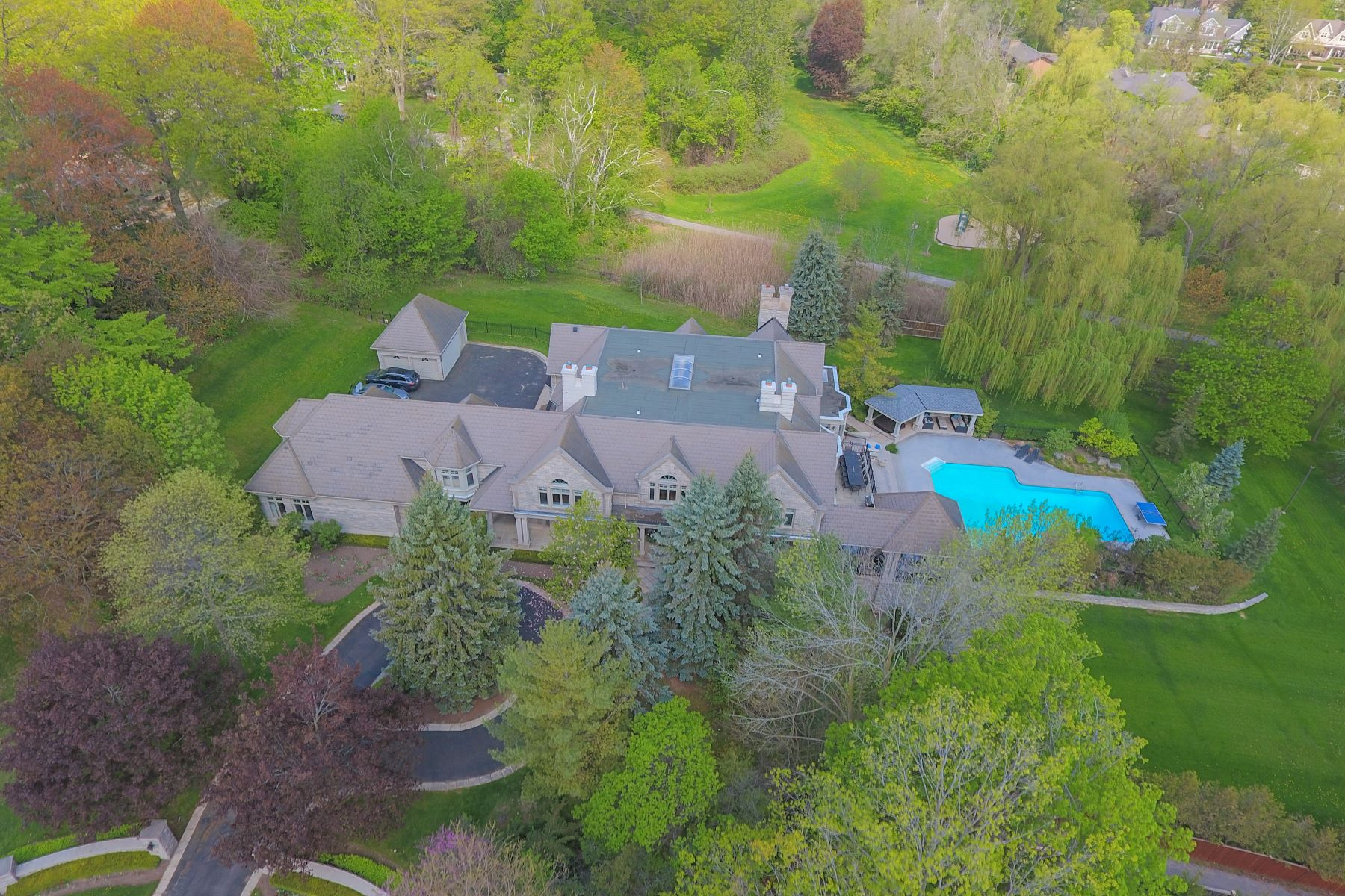 Additional photo for property listing at One of A Kind Estate 302 Burgundy Drive Oakville, Ontario L6J 4G1 Canada
