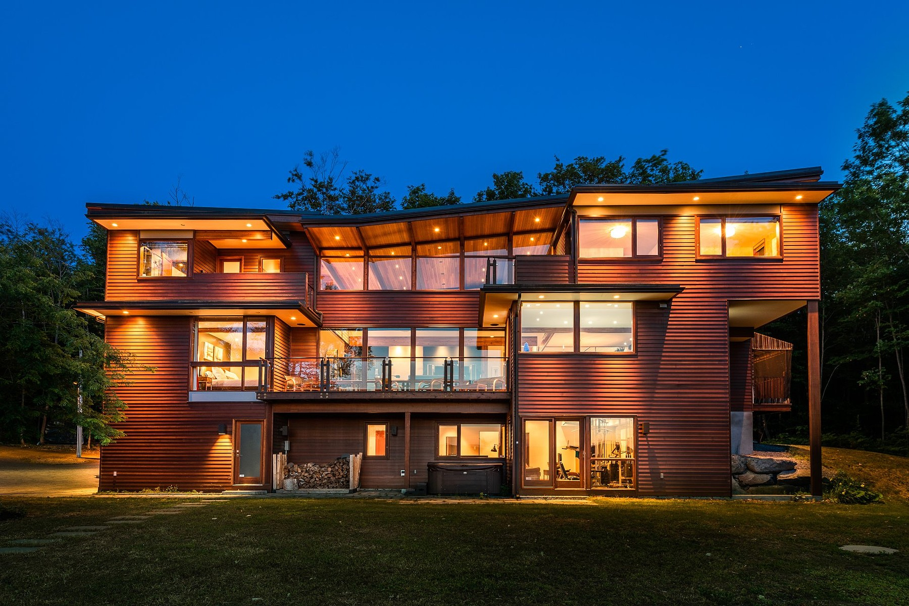 Single Family Homes for Sale at Prévost, Laurentides 1743 Ch. du Lac-Écho Prevost, Quebec J0R1T0 Canada