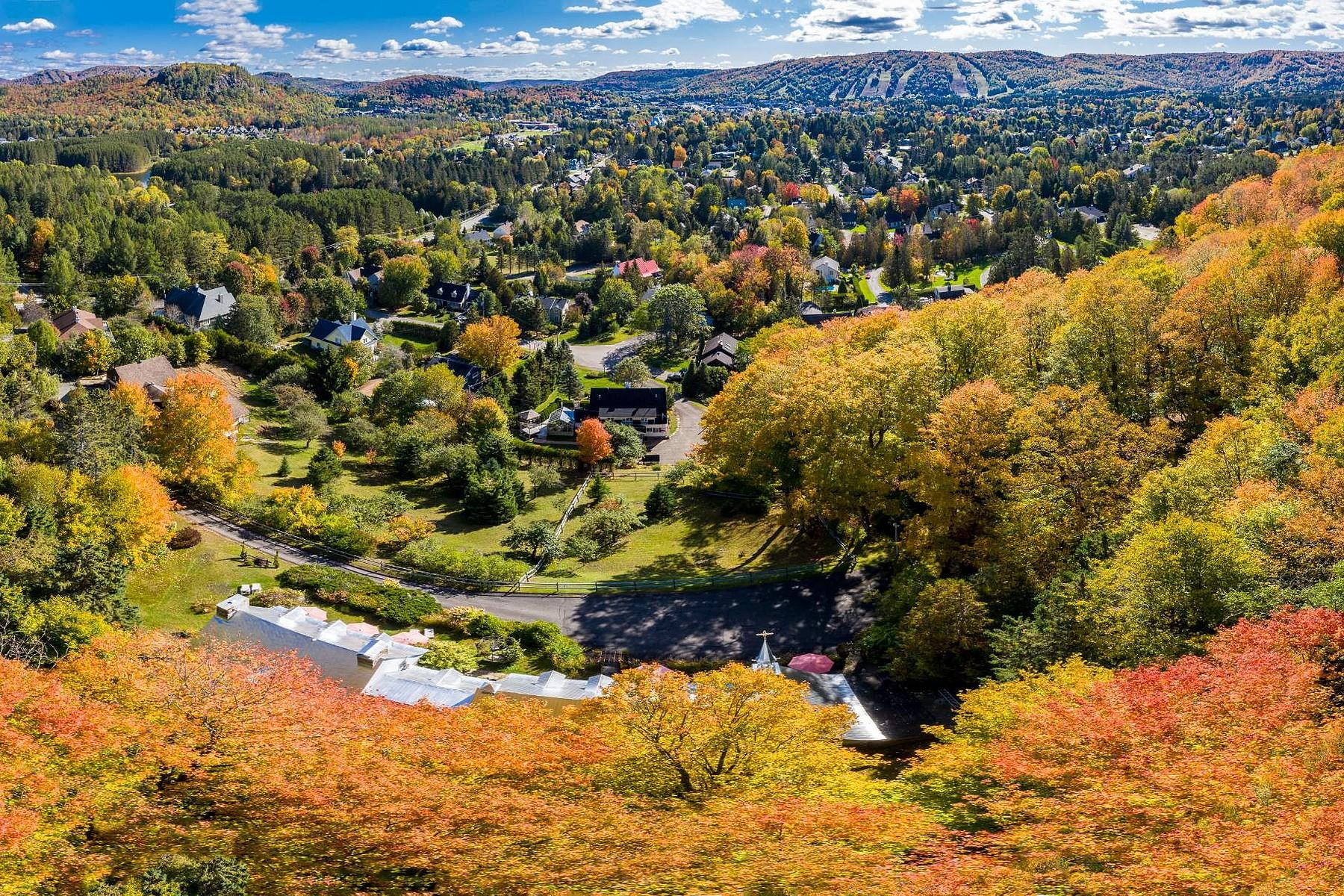 Single Family Homes for Sale at Saint-Sauveur, Laurentides 216 Av. de l'Église Saint-Sauveur, Quebec J0R1R7 Canada