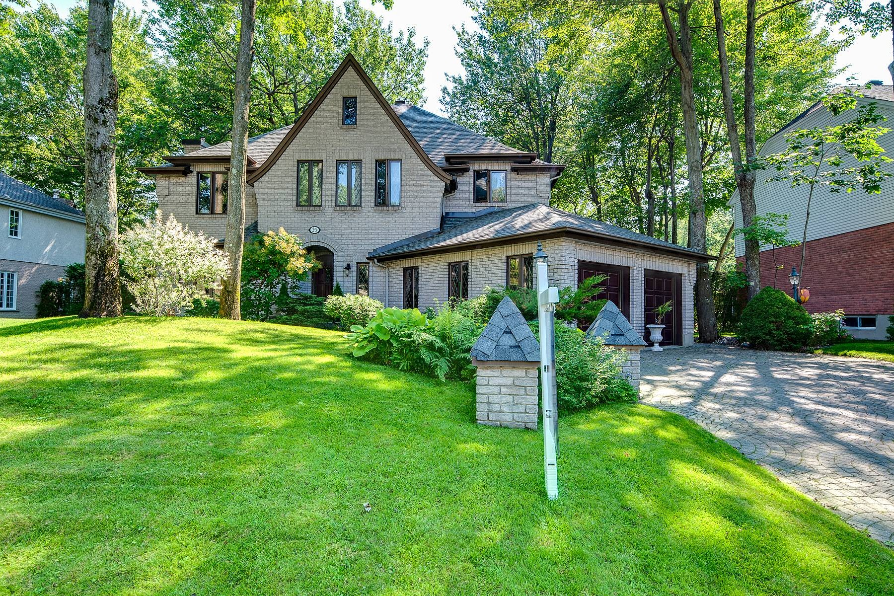 Single Family Homes for Sale at Sainte-Thérèse, Laurentides 25 Rue des Tilleuls Sainte-Therese, Quebec J7E5P6 Canada