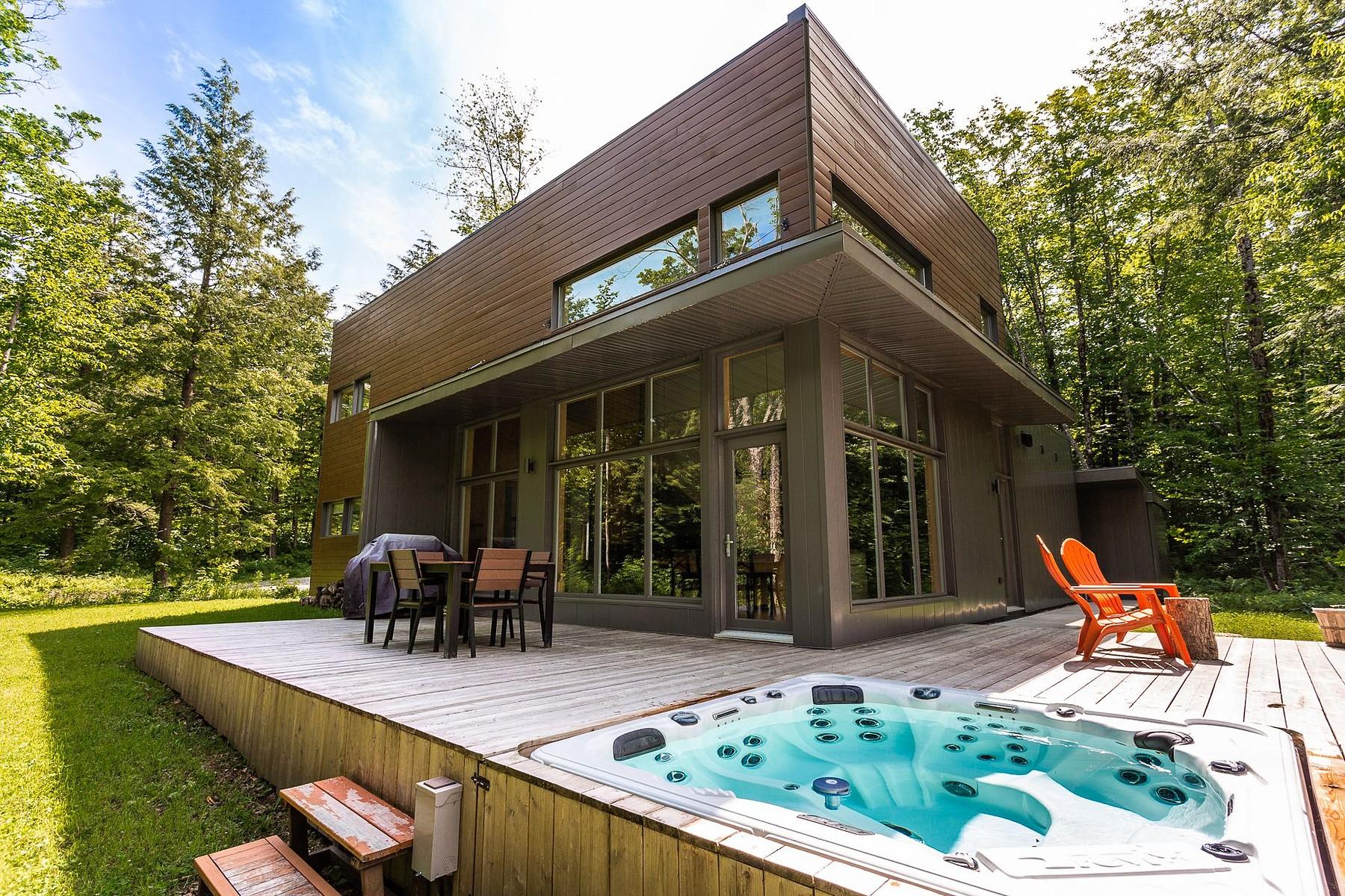 Single Family Homes for Sale at Sutton, Montérégie 59 Ch. des Cantons Sutton, Quebec J0E2K0 Canada