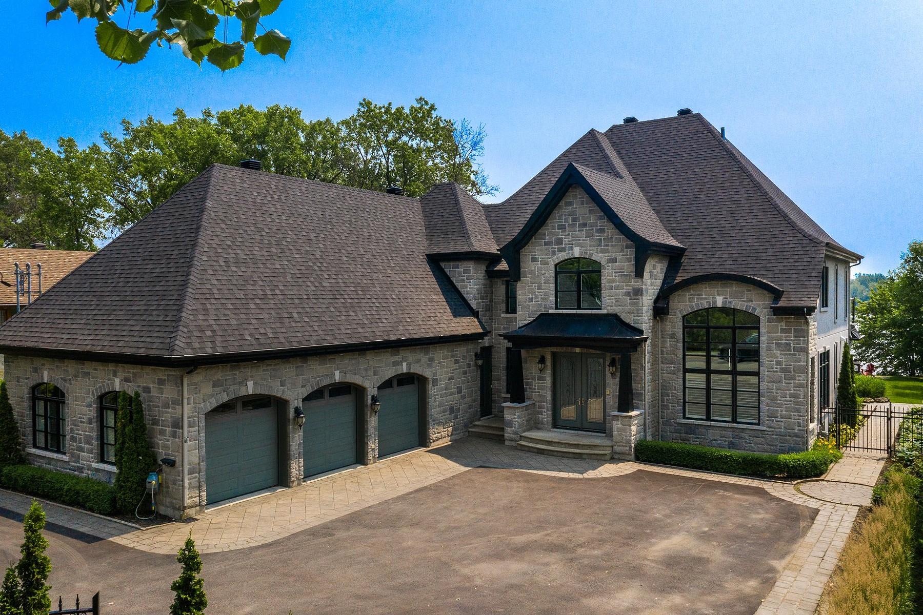 Single Family Homes for Sale at Duvernay, Laval 7408 Boul. Lévesque E. Duvernay, Quebec H7A1R8 Canada