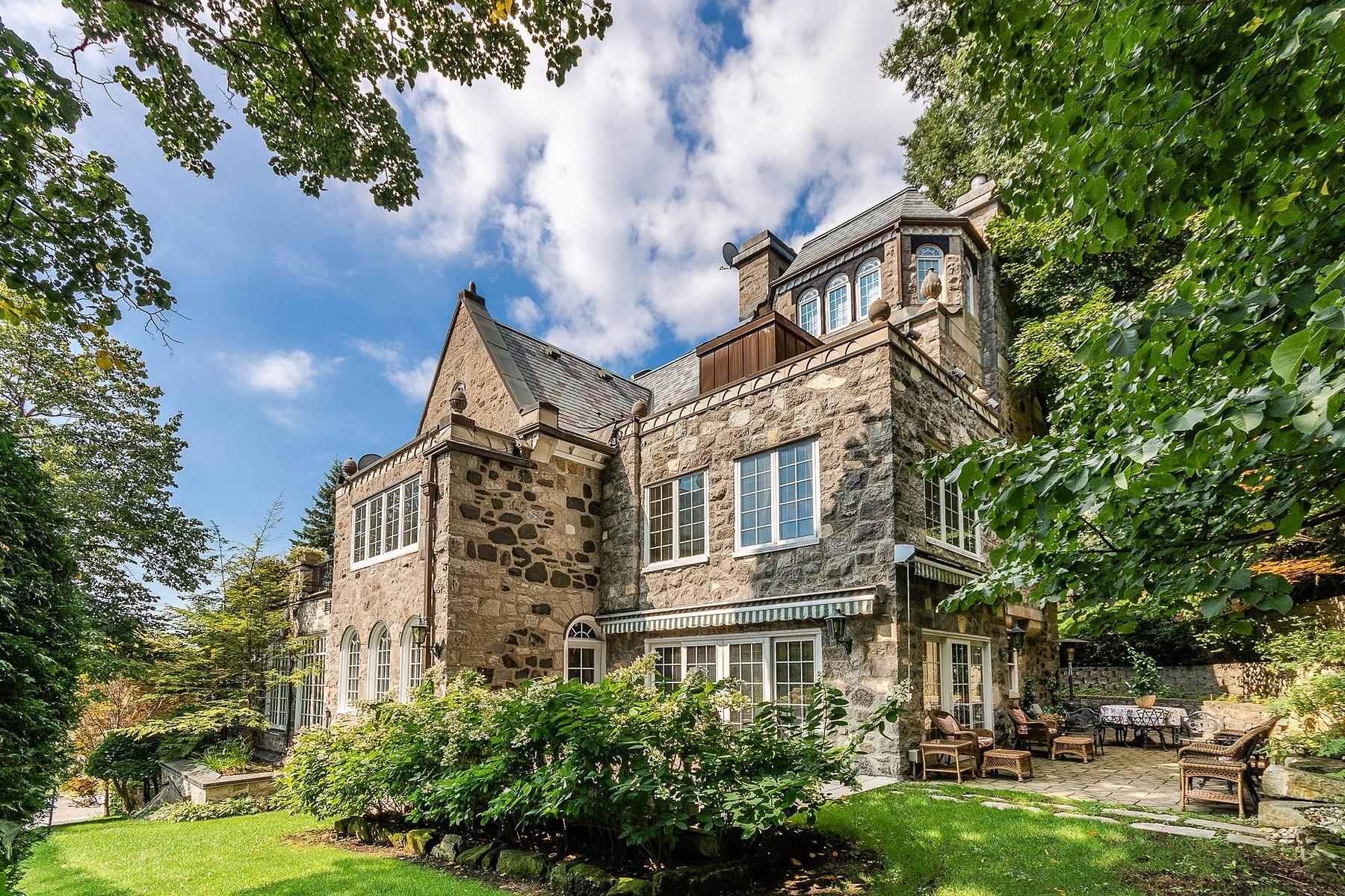 Single Family Homes for Sale at Westmount, Montréal 621 Av. Clarke Westmount, Quebec H3Y3E5 Canada