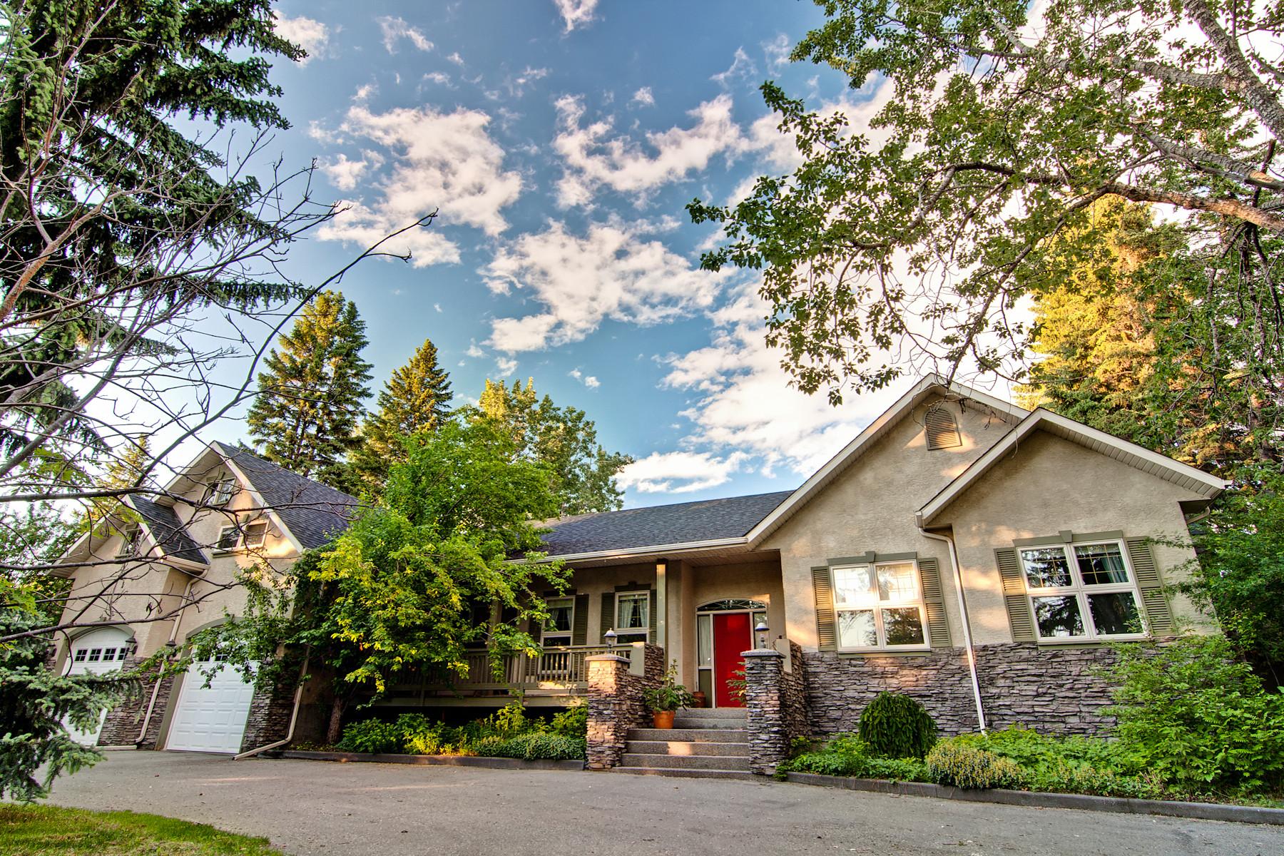 Nhà ở một gia đình vì Bán tại 7028 Bow Crescent NW Calgary, Alberta, T3B 2B9 Canada