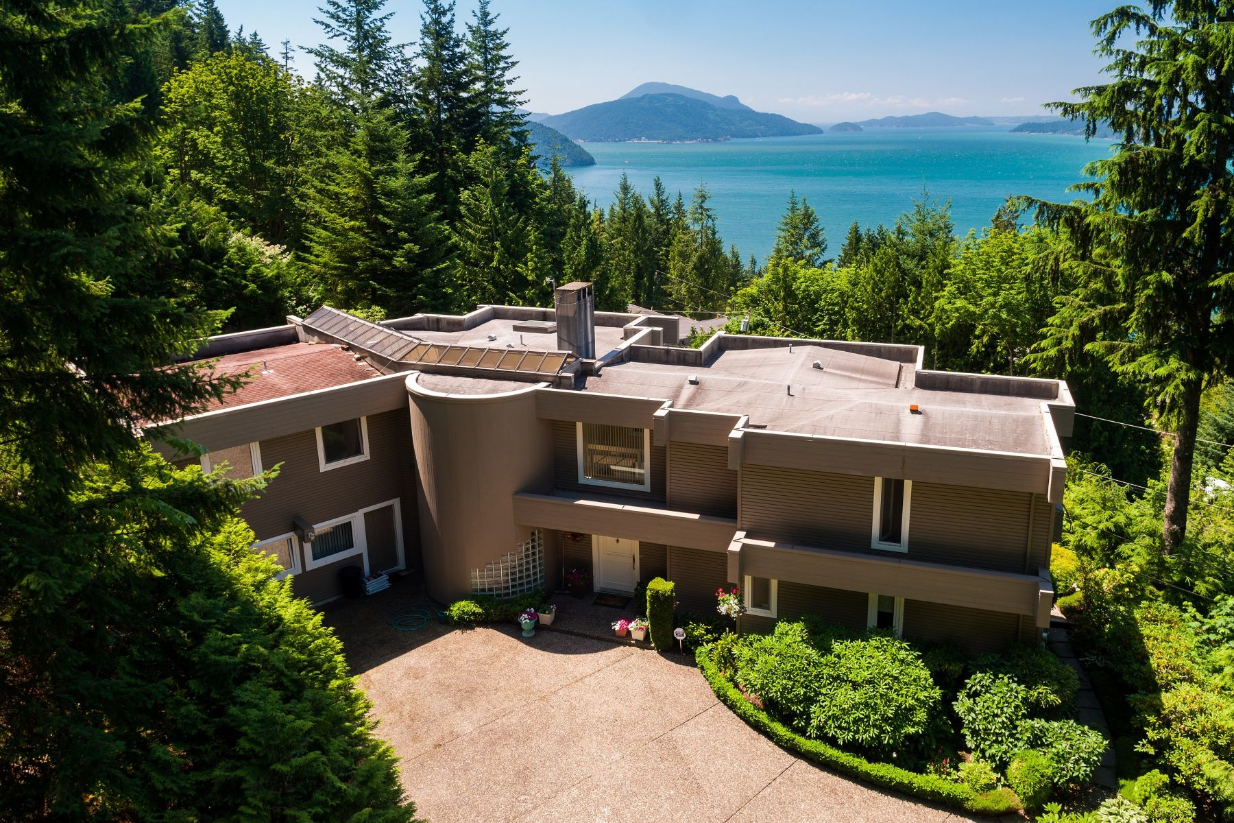 Single Family Home for Sale at Gorgeous Ocean View Home 310 Oceanview Road West Vancouver, British Columbia, V0N 2E0 Canada