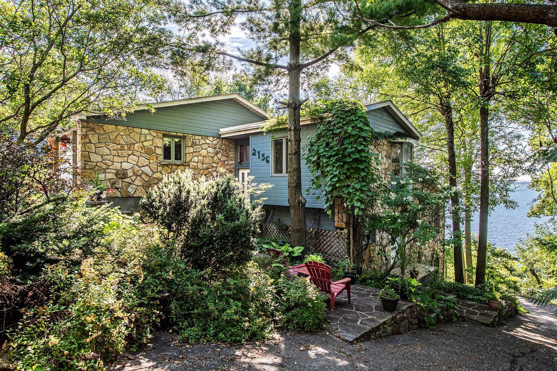 Single Family Homes for Sale at Notre-Dame-de-l'Île-Perrot, Montérégie 2156 Boul. Perrot Notre-Dame-De-L'ile-Perrot, Quebec J7V8P4 Canada
