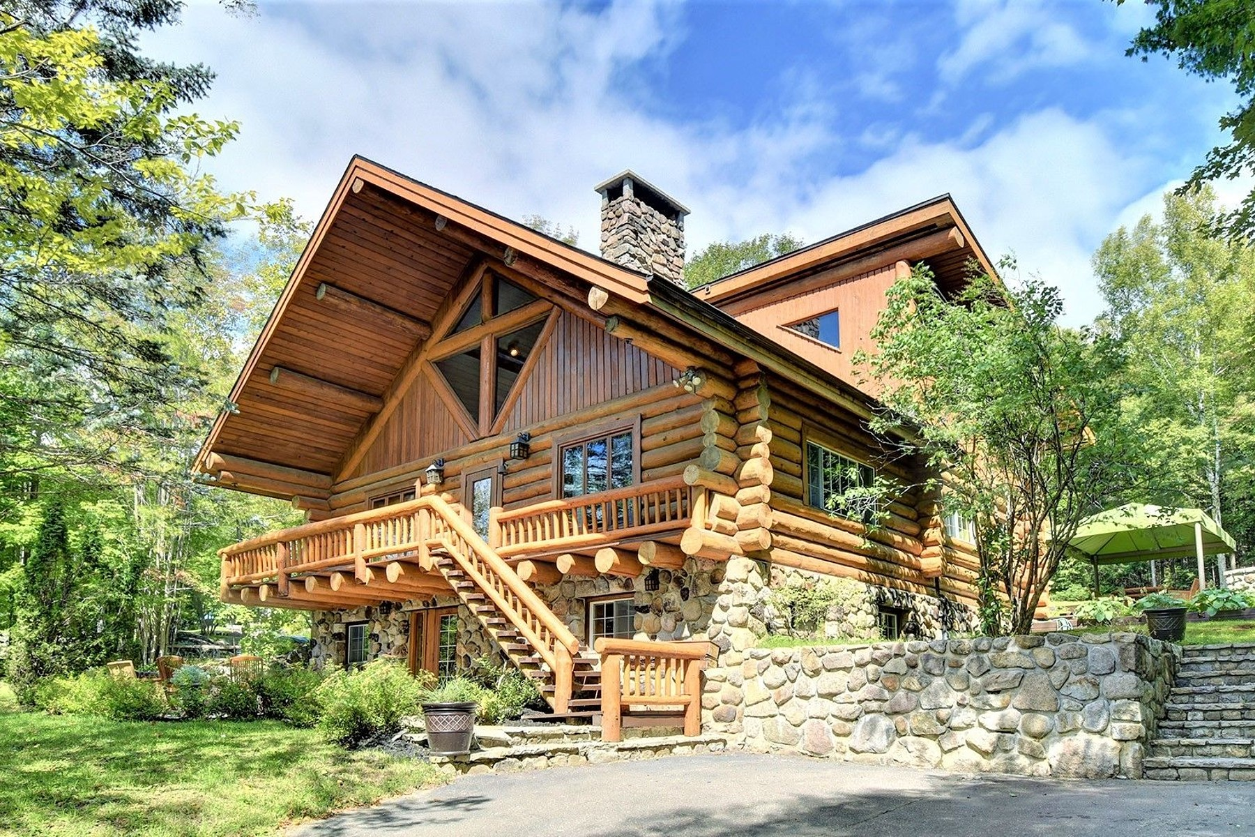 Single Family Homes for Sale at Sainte-Adèle, Laurentides 3205 Rue des Luminaires Sainte-Adele, Quebec J8P1P1 Canada