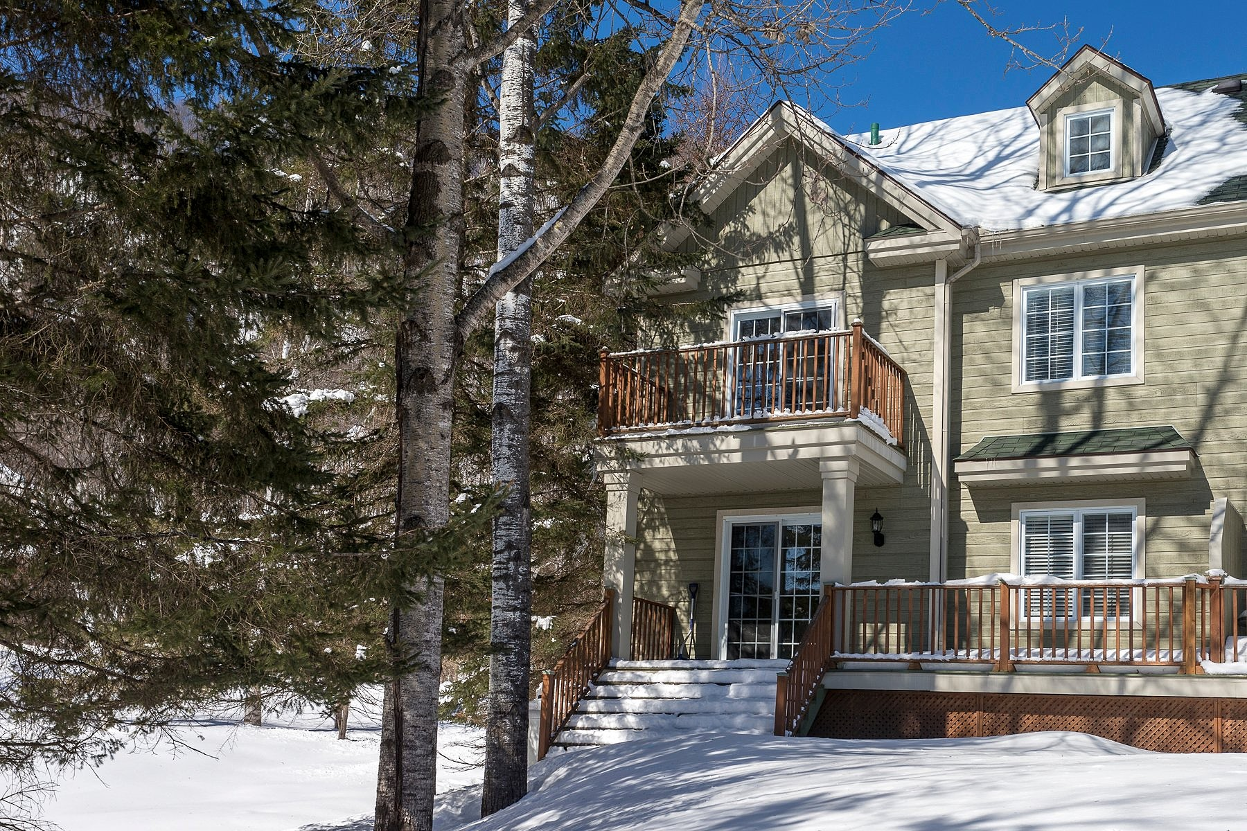 Casa para uma família para Venda às Mont-Tremblant, Laurentides 135 Rue Dicaire, Mont-Tremblant, Quebec, J8E1J2 Canadá