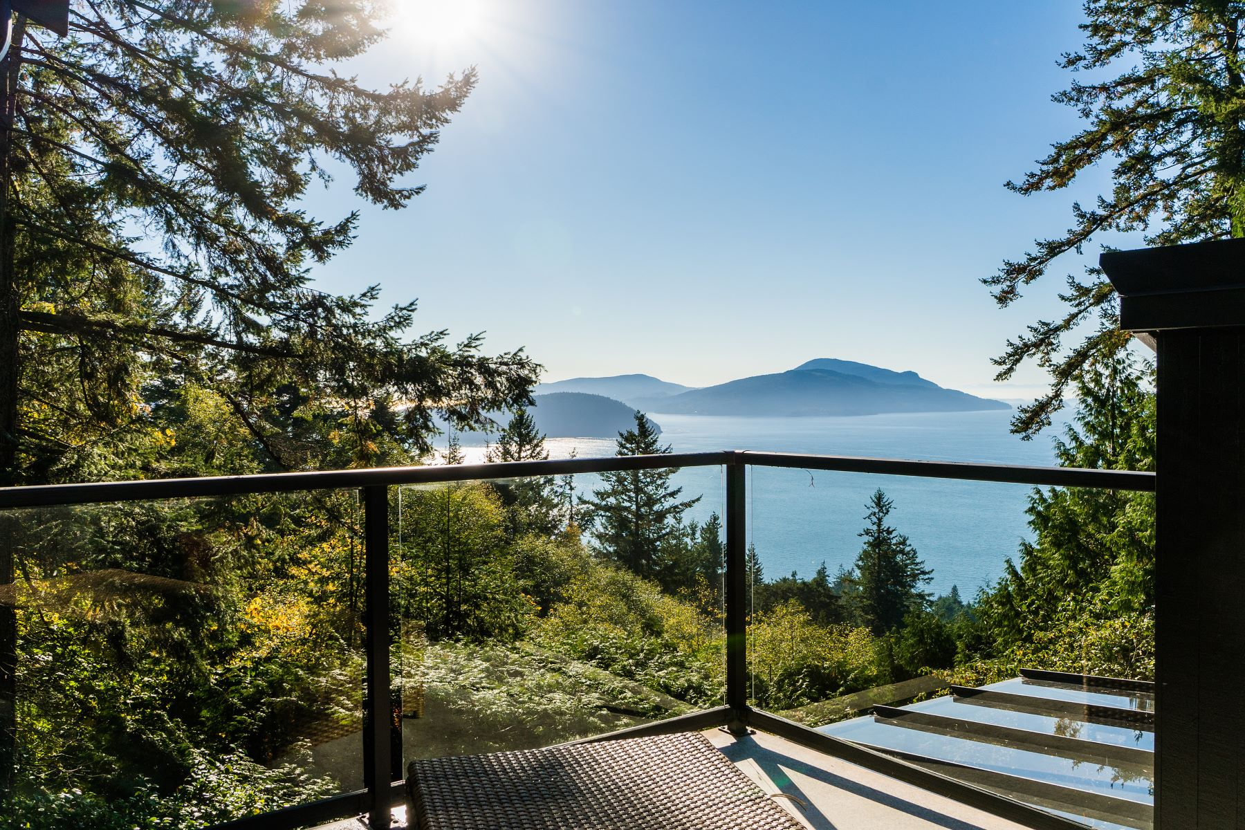 Single Family Home for Sale at West Vancouver, Greater Vancouver 450 Mountain Drive, West Vancouver, British Columbia, V0N 2E0 Canada