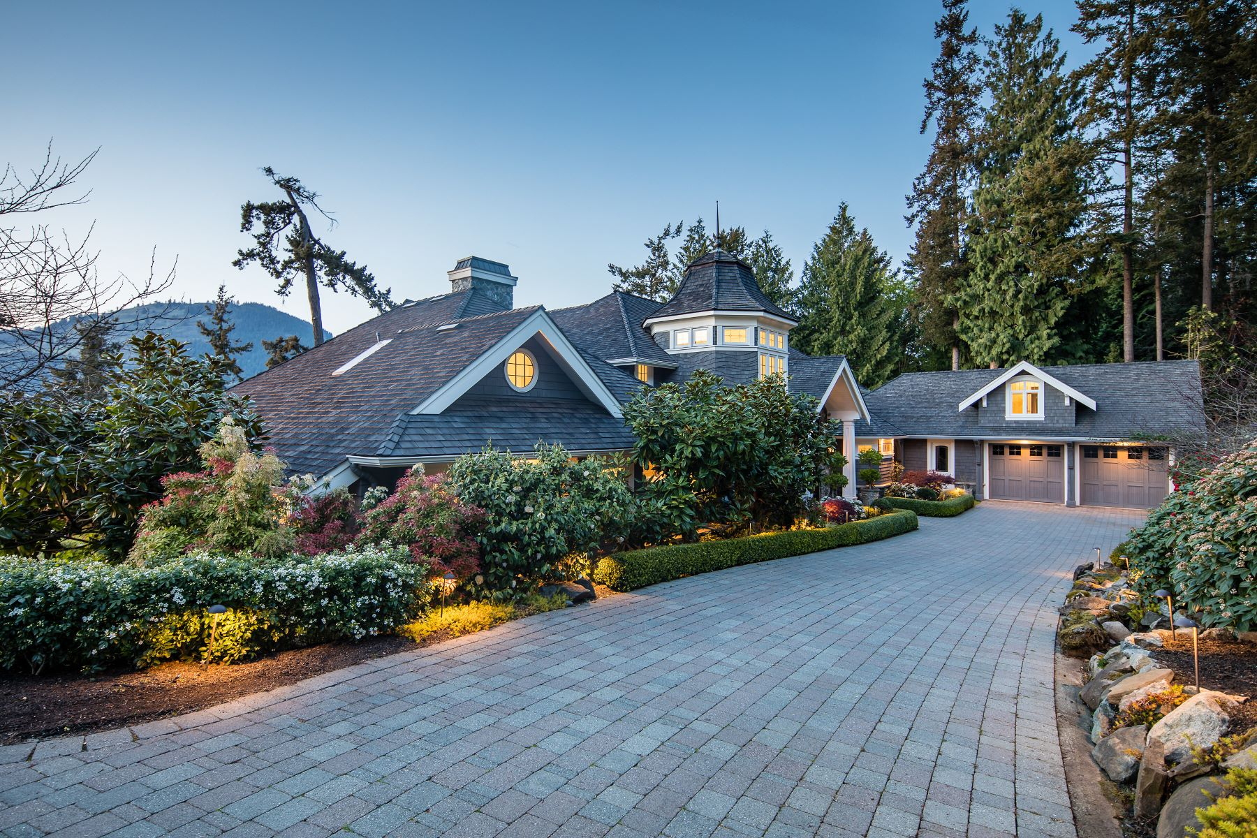 Additional photo for property listing at Luxurious Oceanfront Estate 528 & 538 Land's End Road Victoria, British Columbia V8L 5L9 Canada