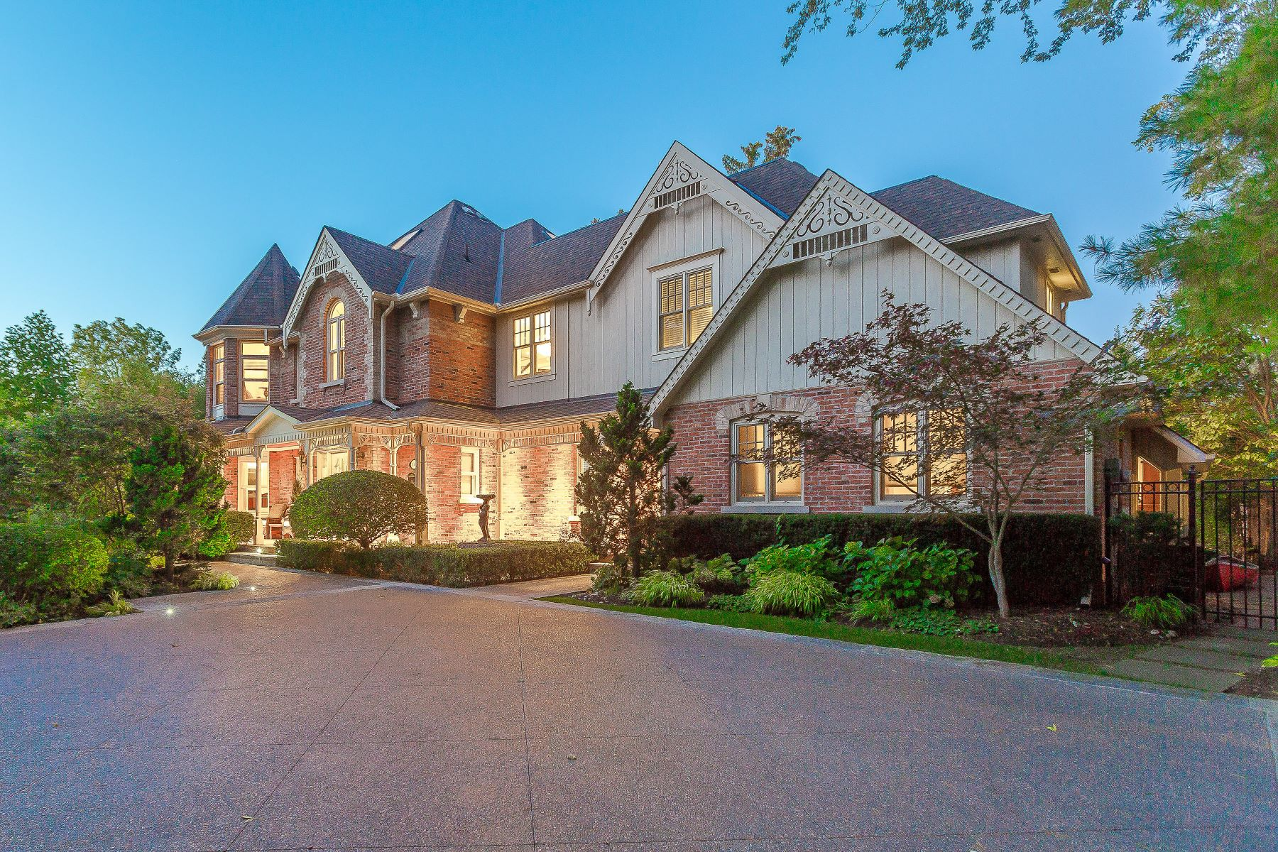 Single Family Homes for Sale at Modern Meets Traditional Charm 333 Chartwell Road Oakville, Ontario L6J 4A1 Canada
