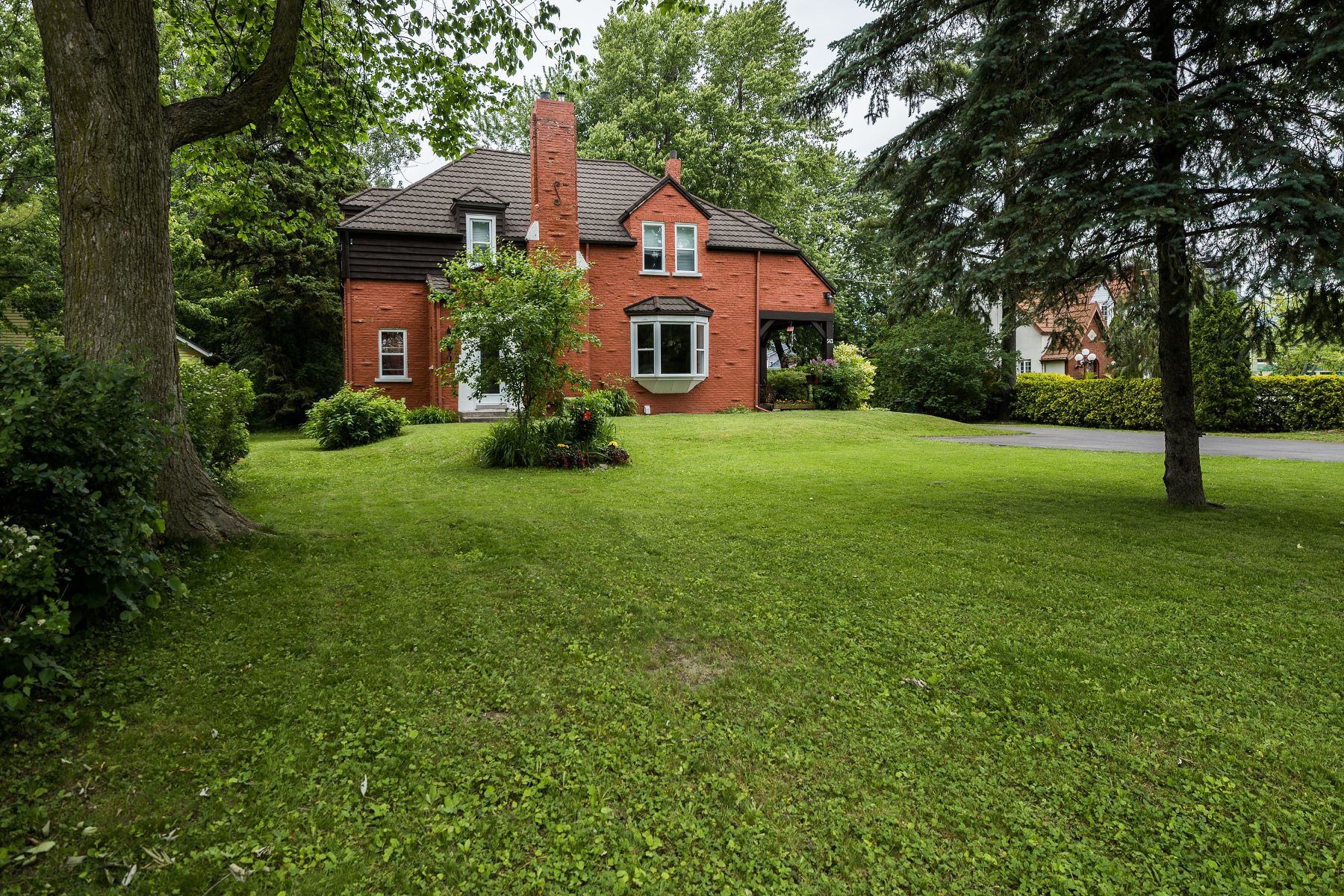 Casa Unifamiliar por un Venta en Lakefront with mountains views 542 Rue Richelieu Beloeil, Quebec, J3G4P4 Canadá