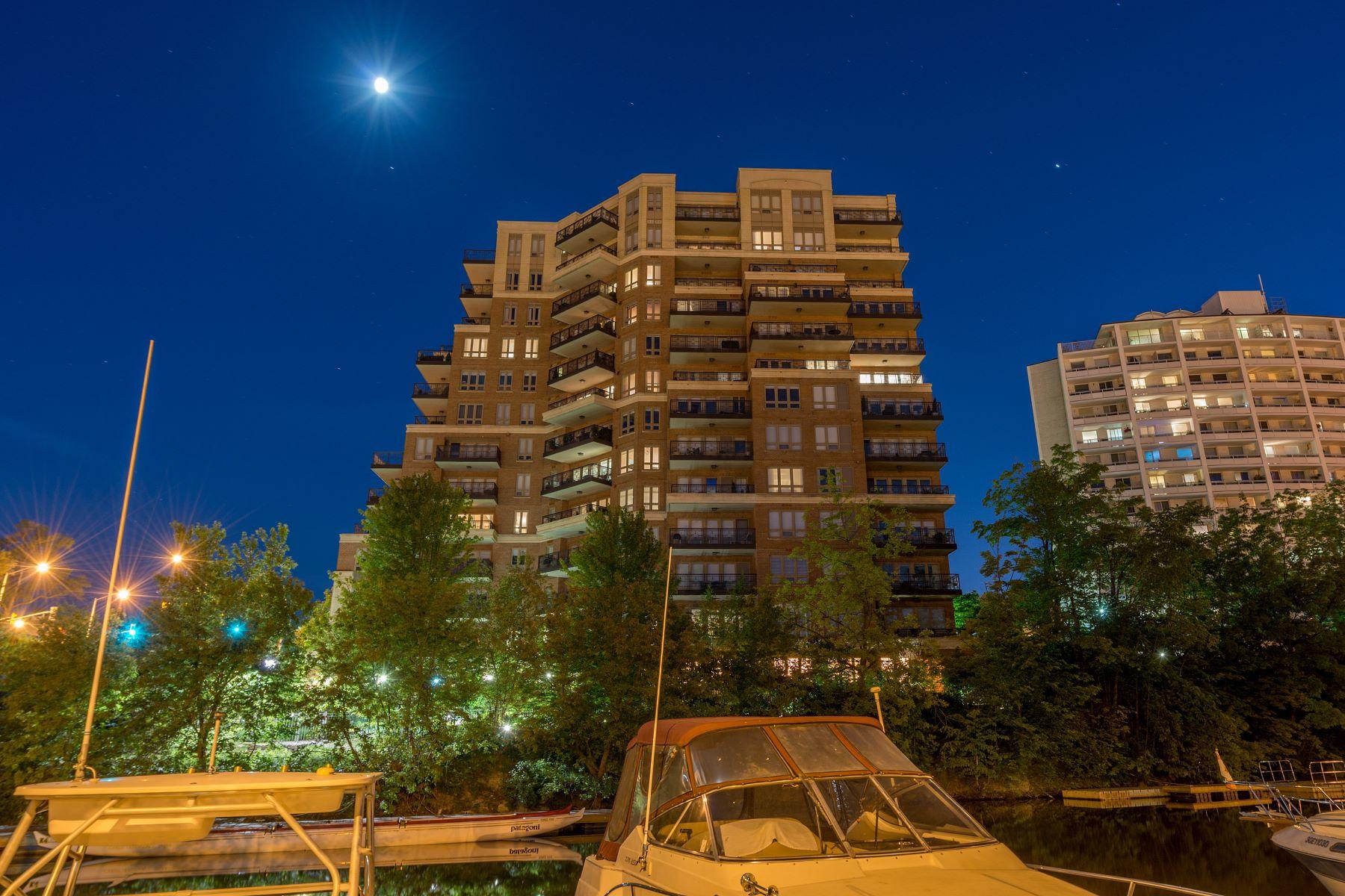 Condomínio para Venda às Luxurious Riverside Condo 701-111 Forsythe Street, Oakville, Ontario, L6K 3T3 Canadá