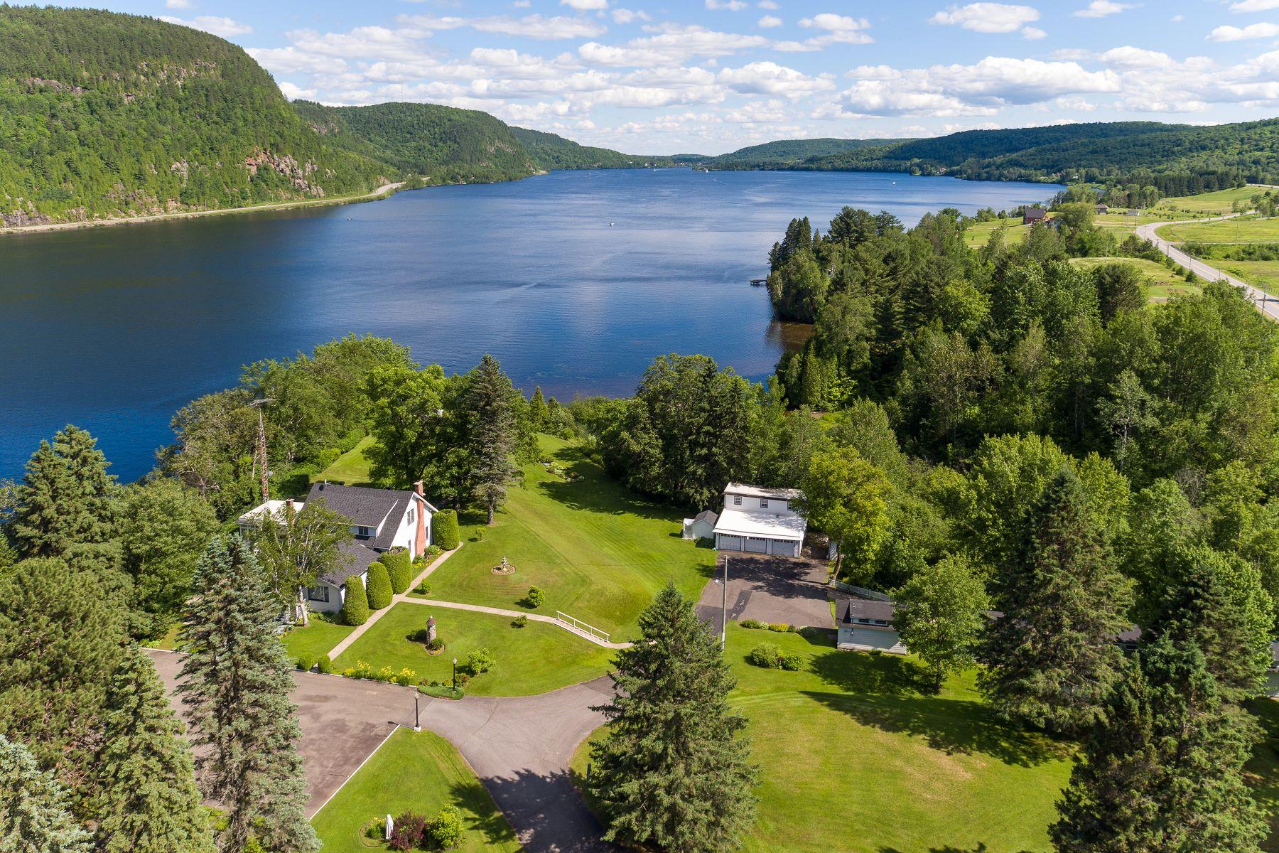 Частный односемейный дом для того Продажа на Shawinigan, Mauricie 2760 Ch. de St-Jean-des-Piles Shawinigan, Квебек, G0X2V0 Канада