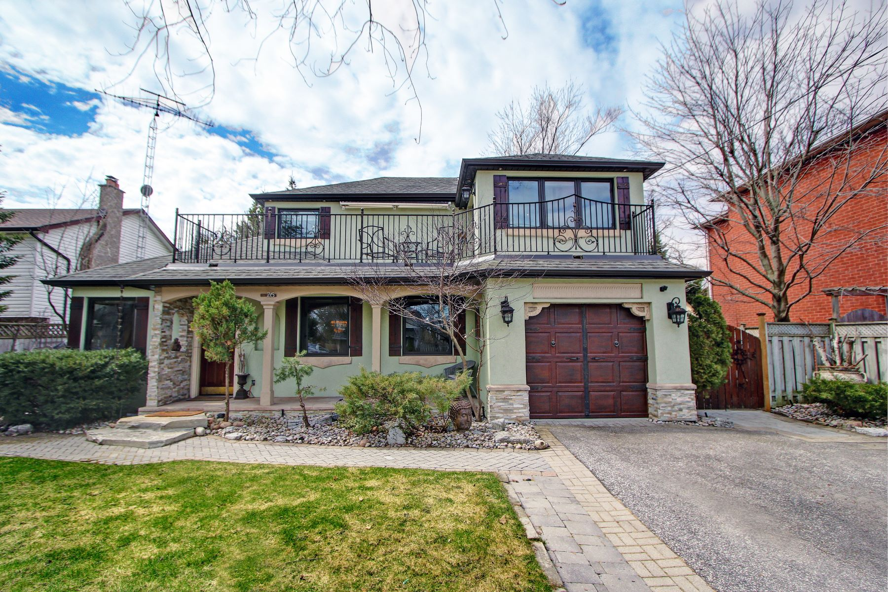 Single Family Homes for Sale at Richmond Hill, Greater Toronto Area 26 Willowbank Ave Richmond Hill, Ontario L4E3B3 Canada