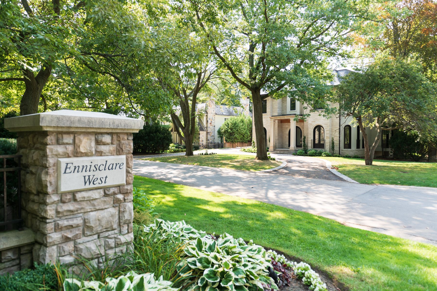 Single Family Homes for Sale at Ennisclare West Estate 98 Ennisclare Drive West Oakville, Ontario L6J 4N2 Canada