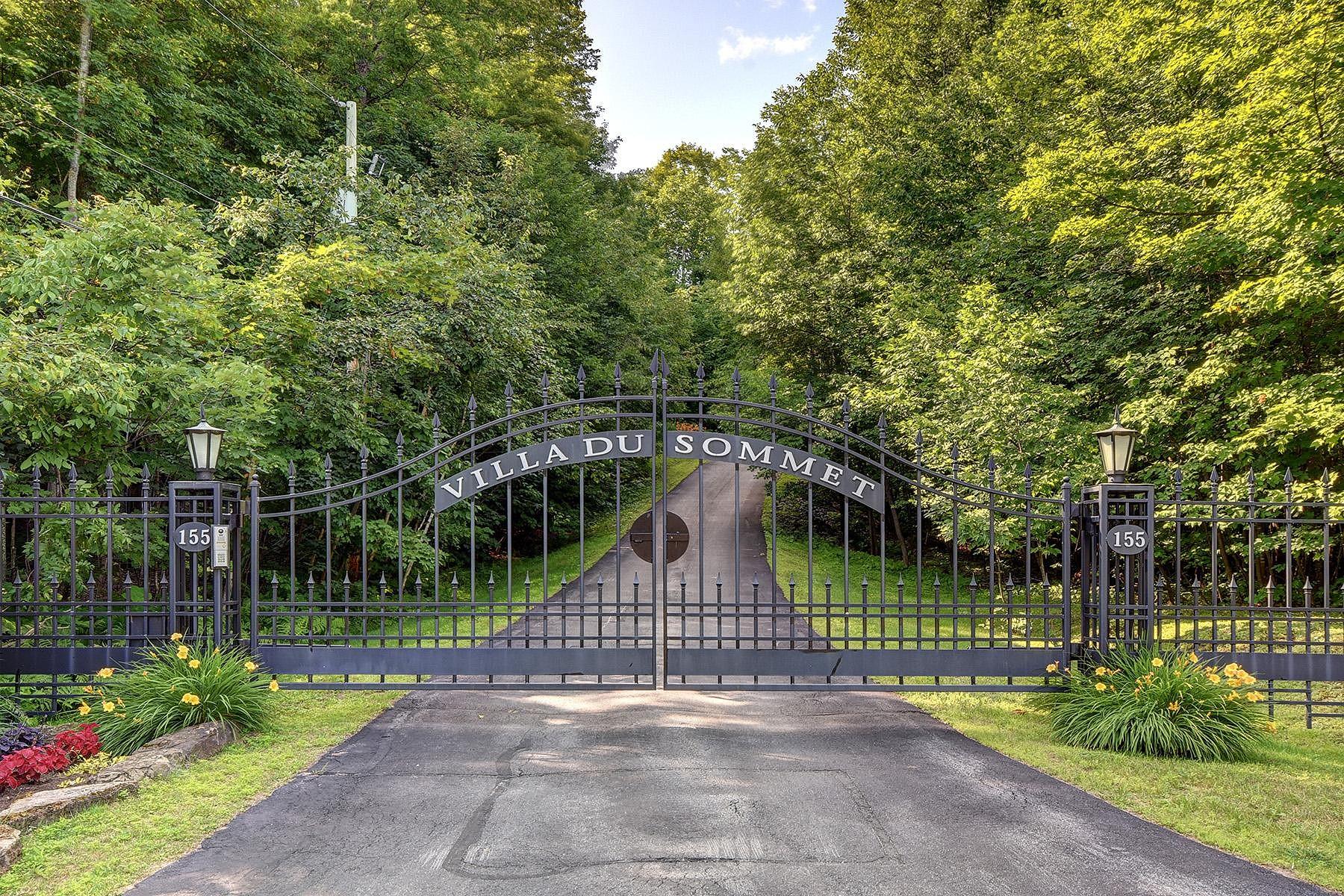 Single Family Homes for Sale at Saint-Sauveur, Laurentides 155 Ch. du Domaine-St-Sauveur Saint-Sauveur, Quebec J0R1R2 Canada
