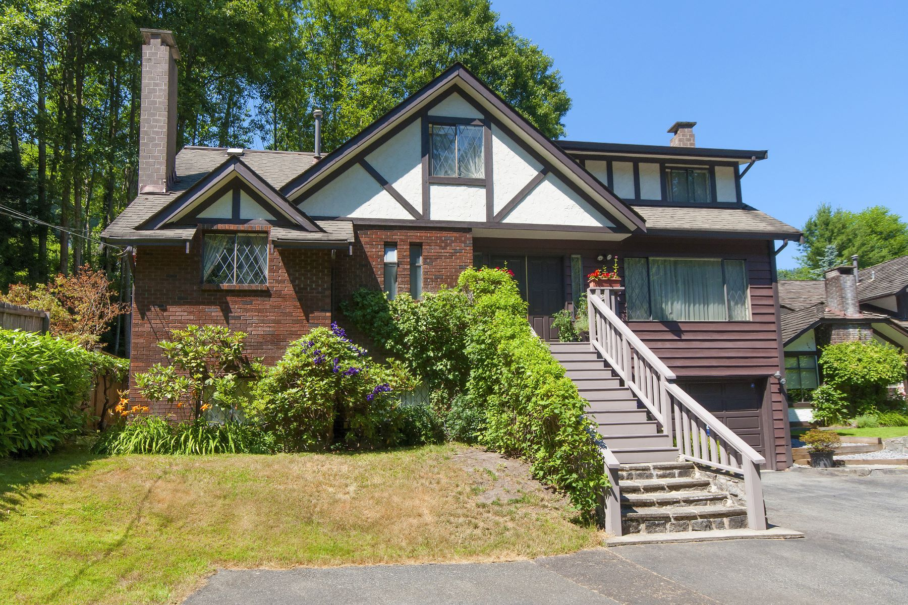 Maison unifamiliale pour l Vente à Family Home in Princess Park 864 Wellington Drive, North Vancouver, Colombie-Britannique, V7K1K7 Canada