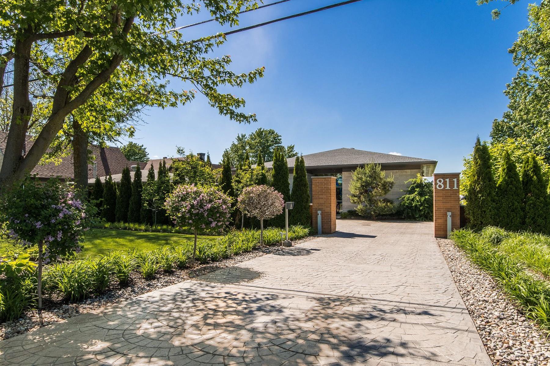 Single Family Homes for Sale at Saint-Denis-sur-Richelieu, Montérégie 811 Ch. des Patriotes Saint-Denis-Sur-Richelieu, Quebec J0H1K0 Canada