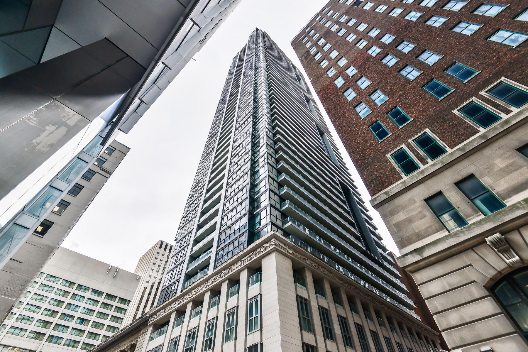 Кондоминиум для того Продажа на Luxury INDX Studio 70 Temperance St 4704, Toronto, Онтарио, M5H4E8 Канада