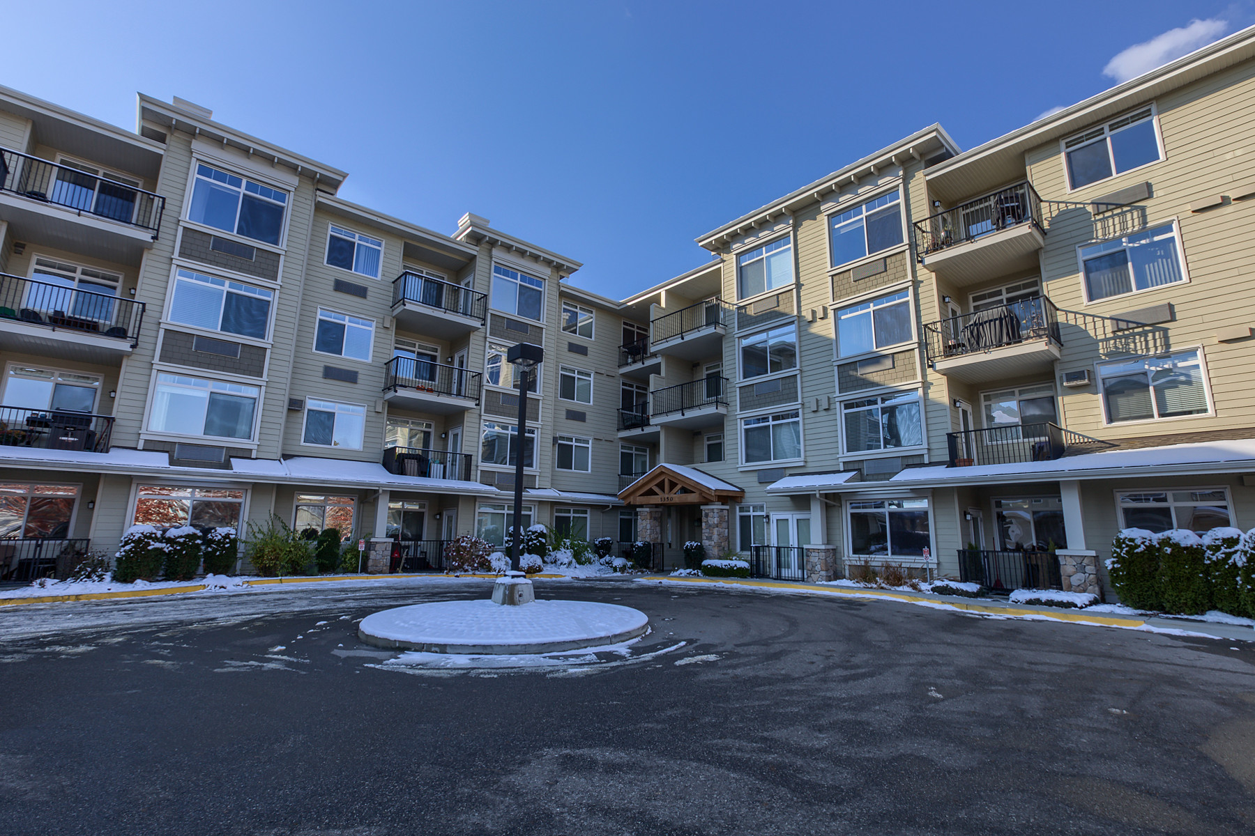 Apartamento por un Venta en Desirable One Bed One Bath 306-1350 Ridgeway Place, Kelowna, British Columbia, V1Y9T6 Canadá
