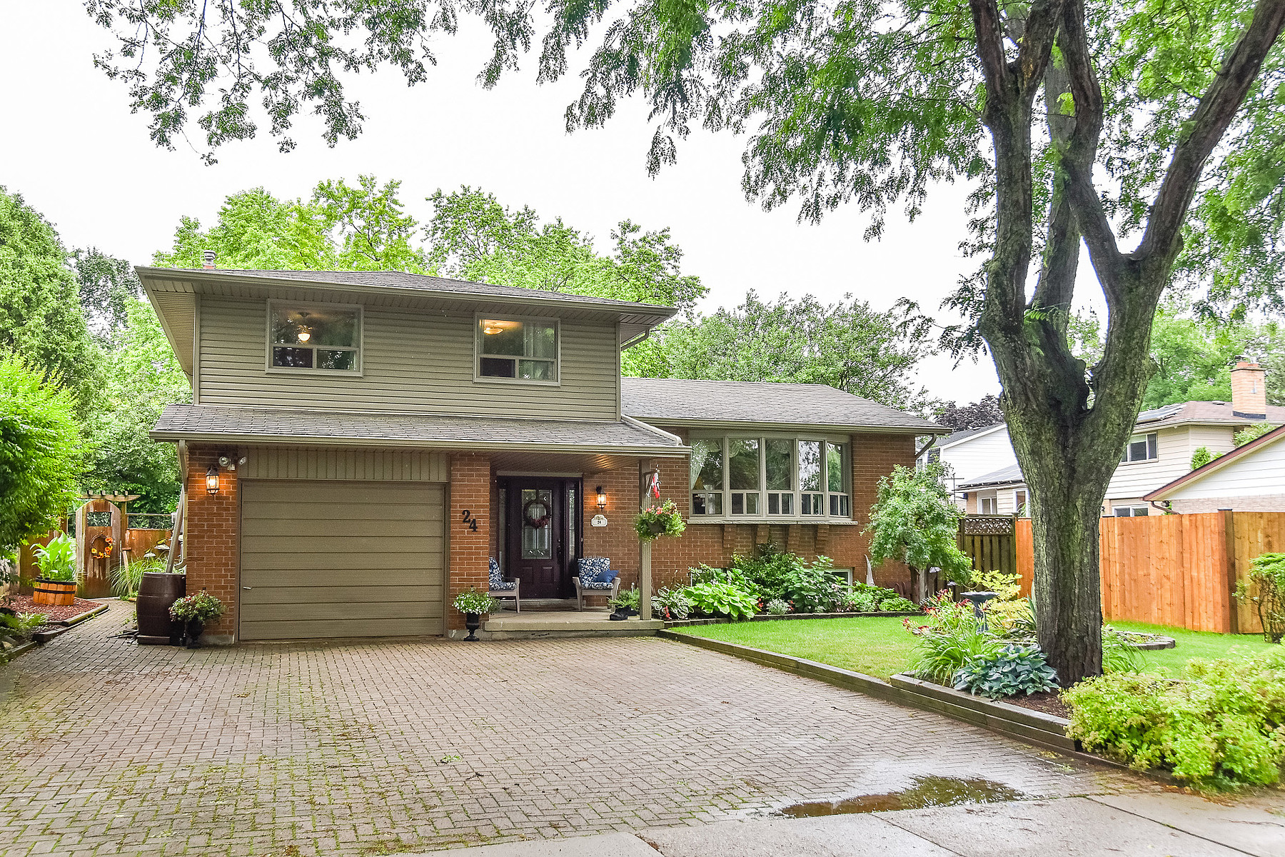 Single Family Homes for Sale at Beautiful Backyard Oasis 24 Thistle Road Guelph, Ontario N1H 6S8 Canada