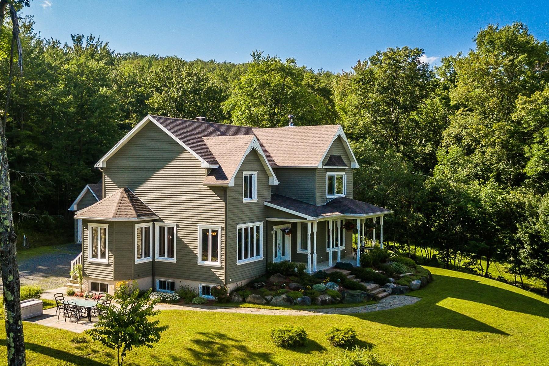 Maison unifamiliale pour l Vente à Sutton, Montérégie 251 Ch. Waterhouse Sutton, Québec, J0E2K0 Canada