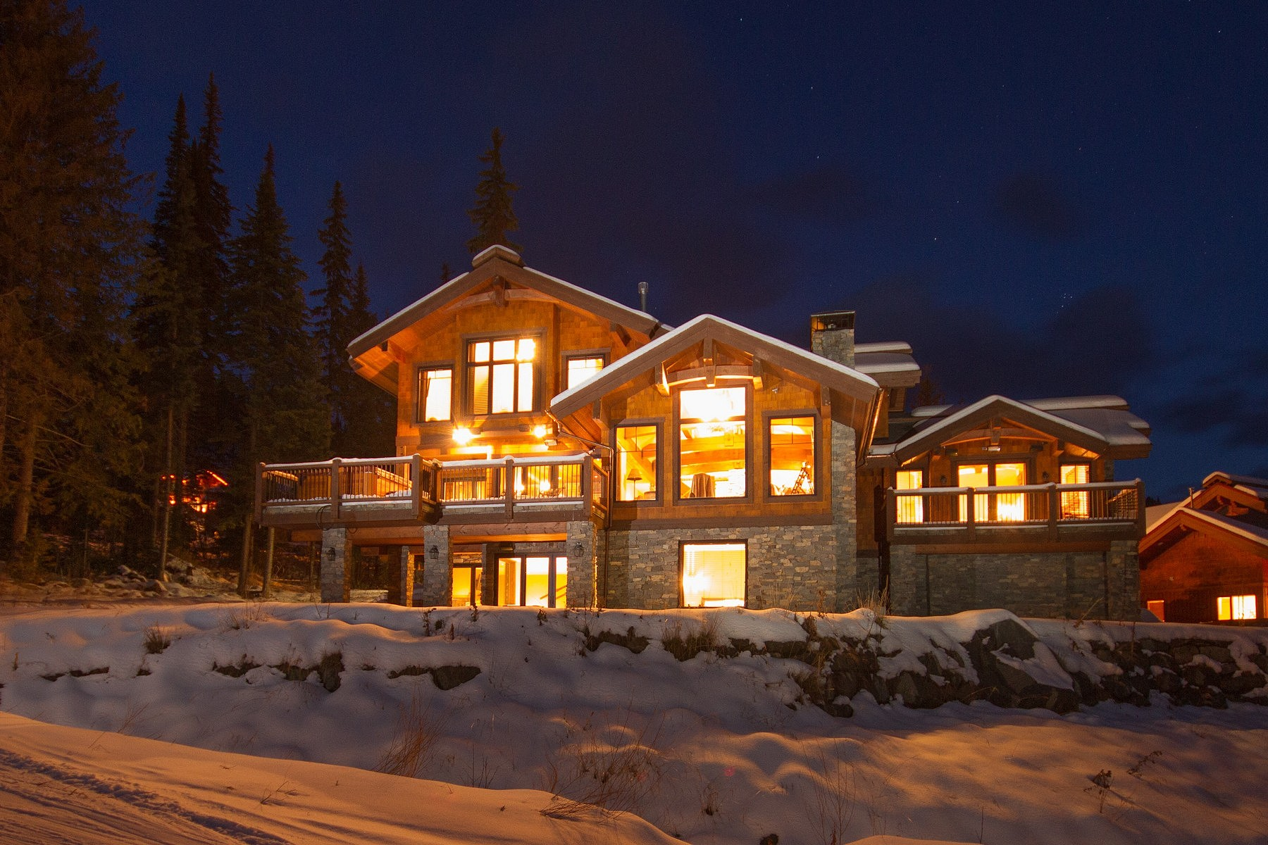 Частный односемейный дом для того Продажа на Premium Slope Side Mountain Chalet 4121 Sundance Drive Sun Peaks, Британская Колумбия, V0E 5N0 Канада