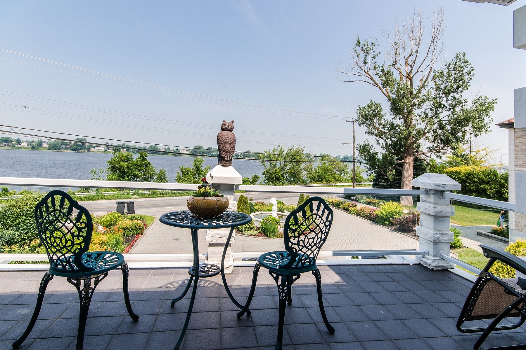 Additional photo for property listing at Rivière-des-Prairies / Pointe-aux-Trembles, Montréal 10460 Boul. Gouin E. Riviere Des Prairies Pointe Aux Trembles, Quebec H1C1B1 Canada