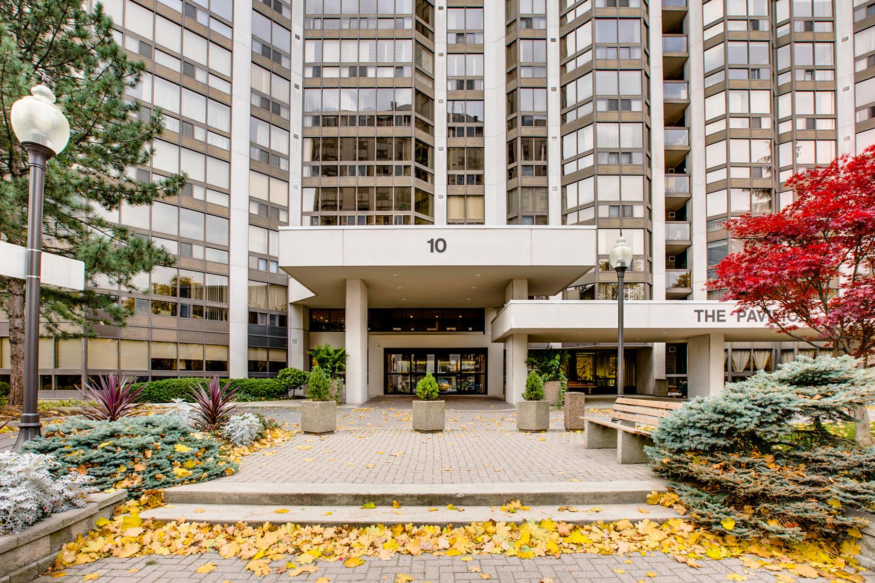 Condomínio para Venda às The Pavilion 10 Kenneth Ave, Toronto, Ontario, M2N6K6 Canadá