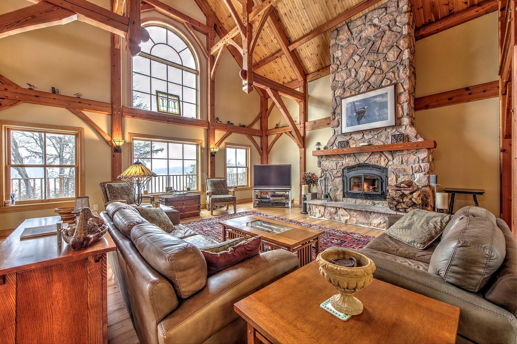 Частный односемейный дом для того Продажа на Waterfront Lac Clair 525 Ch. des Lac Clair, Lachute, Квебек, J8G2P2 Канада