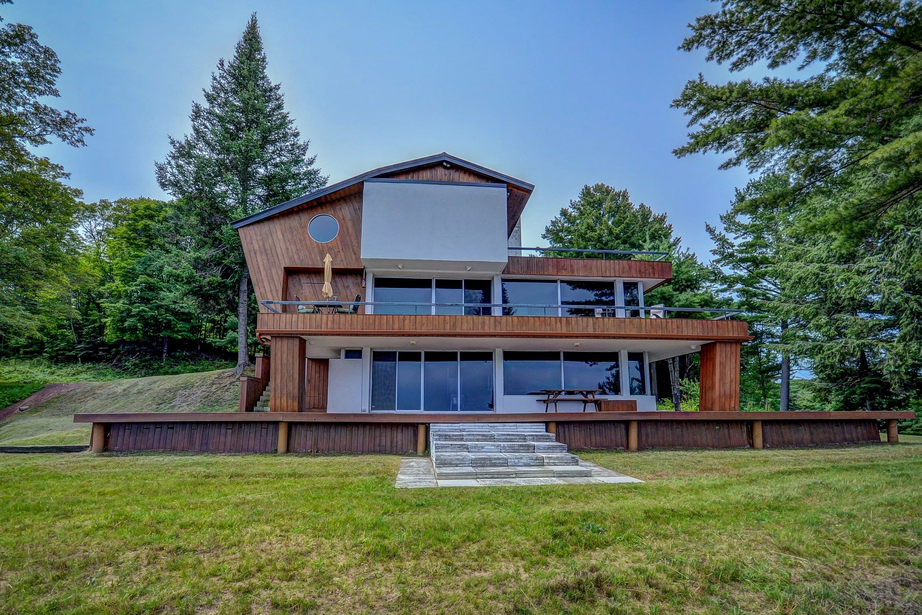 Single Family Home for Active at Large Waterfront & Acreage Baysville, Ontario P0B 1A0 Canada