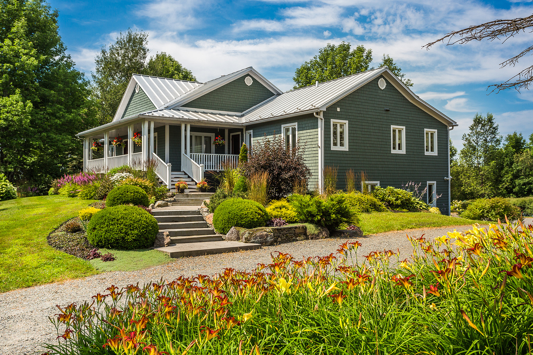 Maison unifamiliale pour l Vente à Sutton, Montérégie 100 Rue Academy Sutton, Québec, J0E2K0 Canada