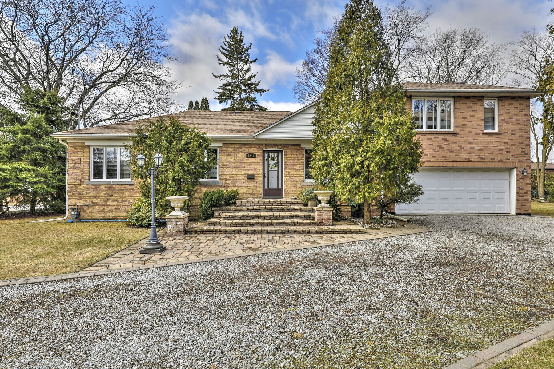 Single Family Homes for Sale at One of a kind home 1225 Crestdale Rd Mississauga, Ontario L5H1X6 Canada