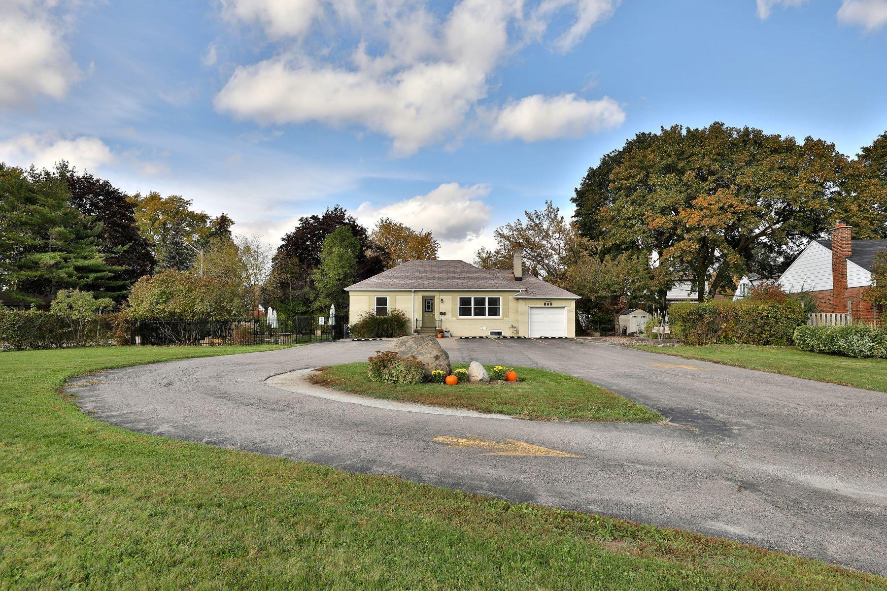 Maison unifamiliale pour l à vendre à Mississauga, Greater Toronto Area 805 North Service Rd, Mississauga, Ontario, L4Y1A2 Canada