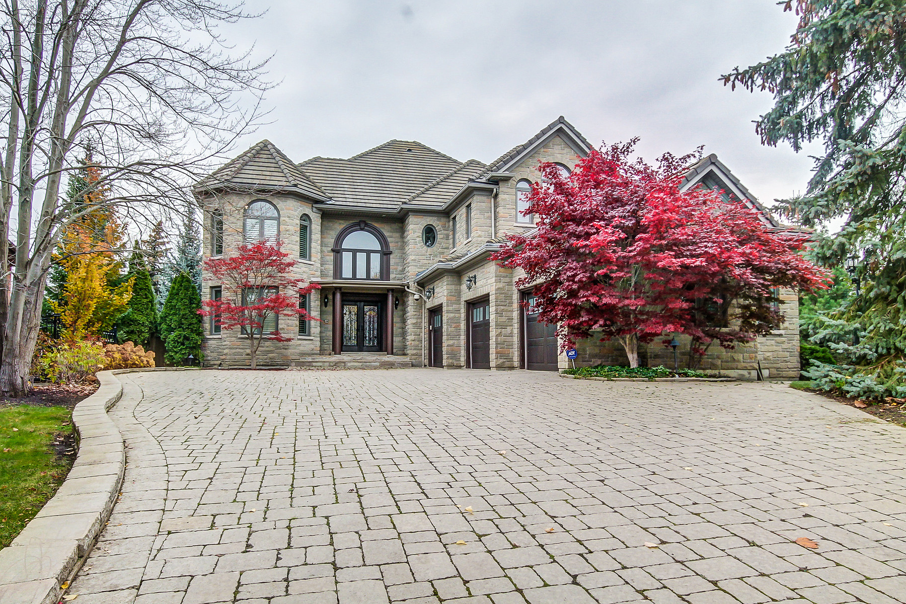 Single Family Home for Sale at Spectacular and elegant home 2046 Eckland Court Mississauga, Ontario L5L 5W5 Canada