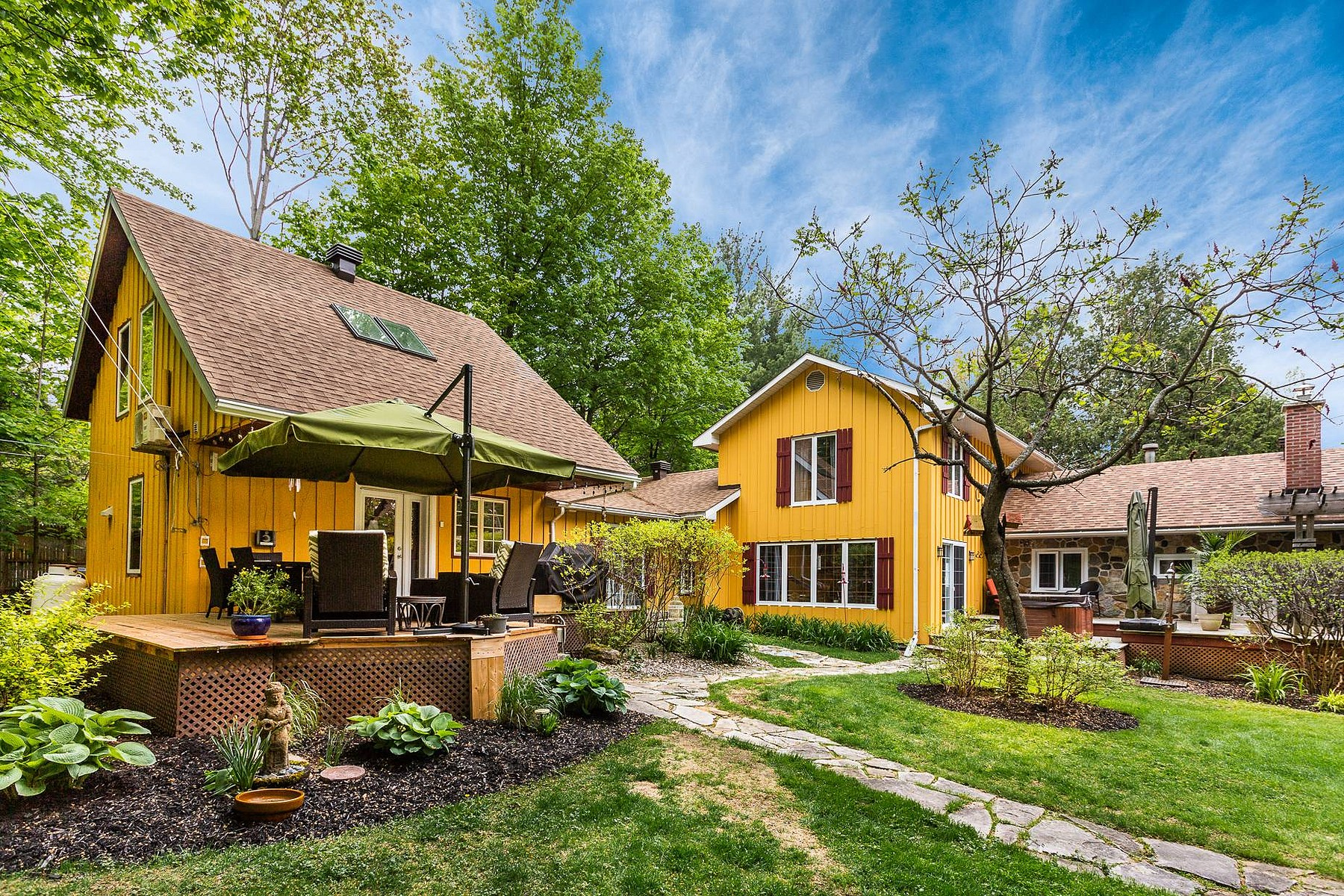 Single Family Homes for Sale at Un Gîte ou B&B. 1208 Rue Shefford Bromont, Quebec J2L1C8 Canada
