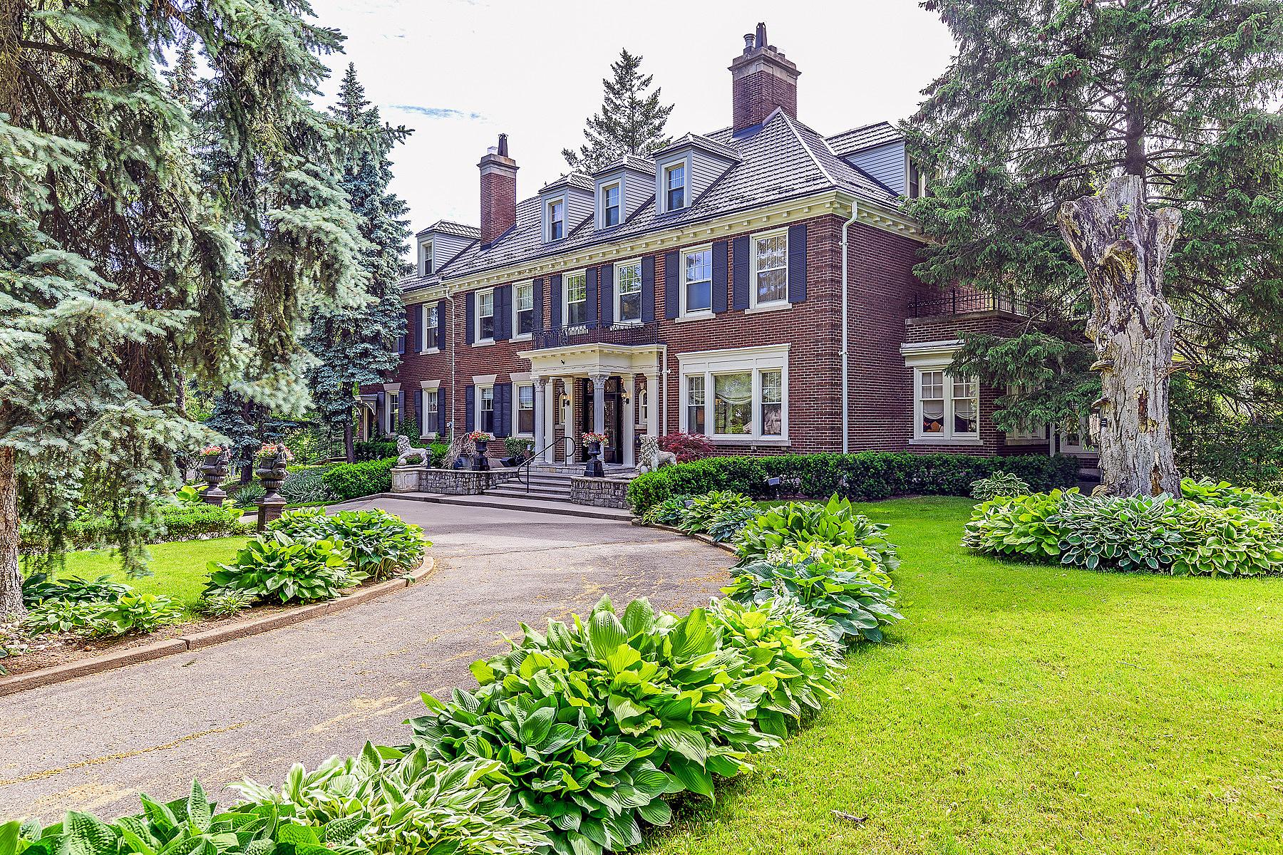 Tek Ailelik Ev için Satış at Exquisite Georgian Estate 403 Queen St S, Hamilton, Ontario, L8P 3T8 Kanada