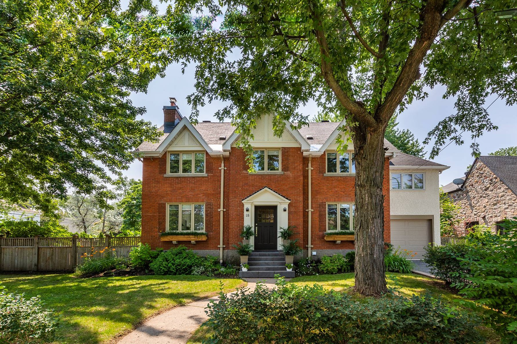 Single Family Homes for Sale at Hampstead, Montréal 18 Rue Thurlow Hampstead, Quebec H3X3G6 Canada