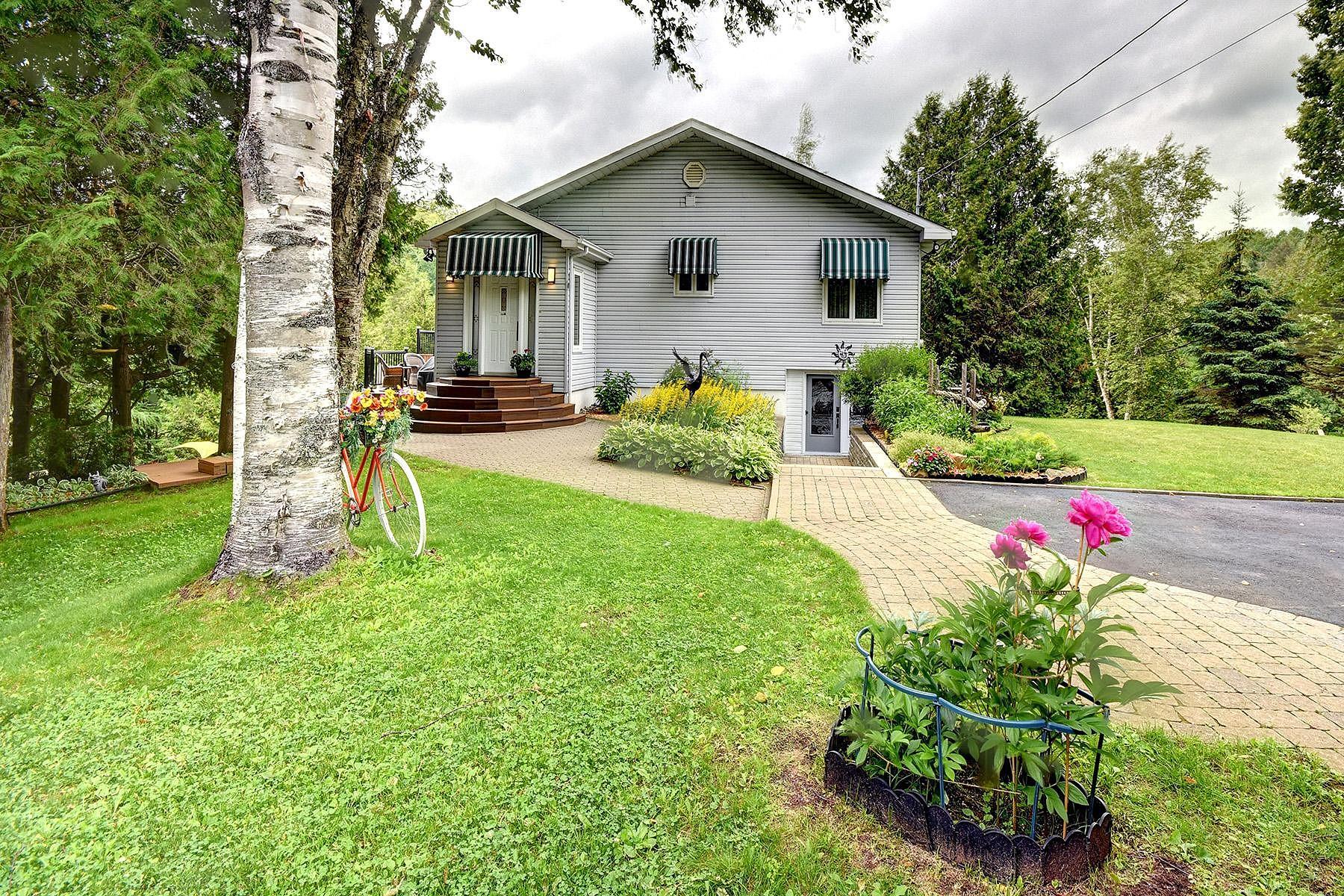 Single Family Homes for Sale at Sainte-Adèle, Laurentides 10 Ch. du Lac-à-l'Ours N. Sainte-Adele, Quebec J8A3J2 Canada