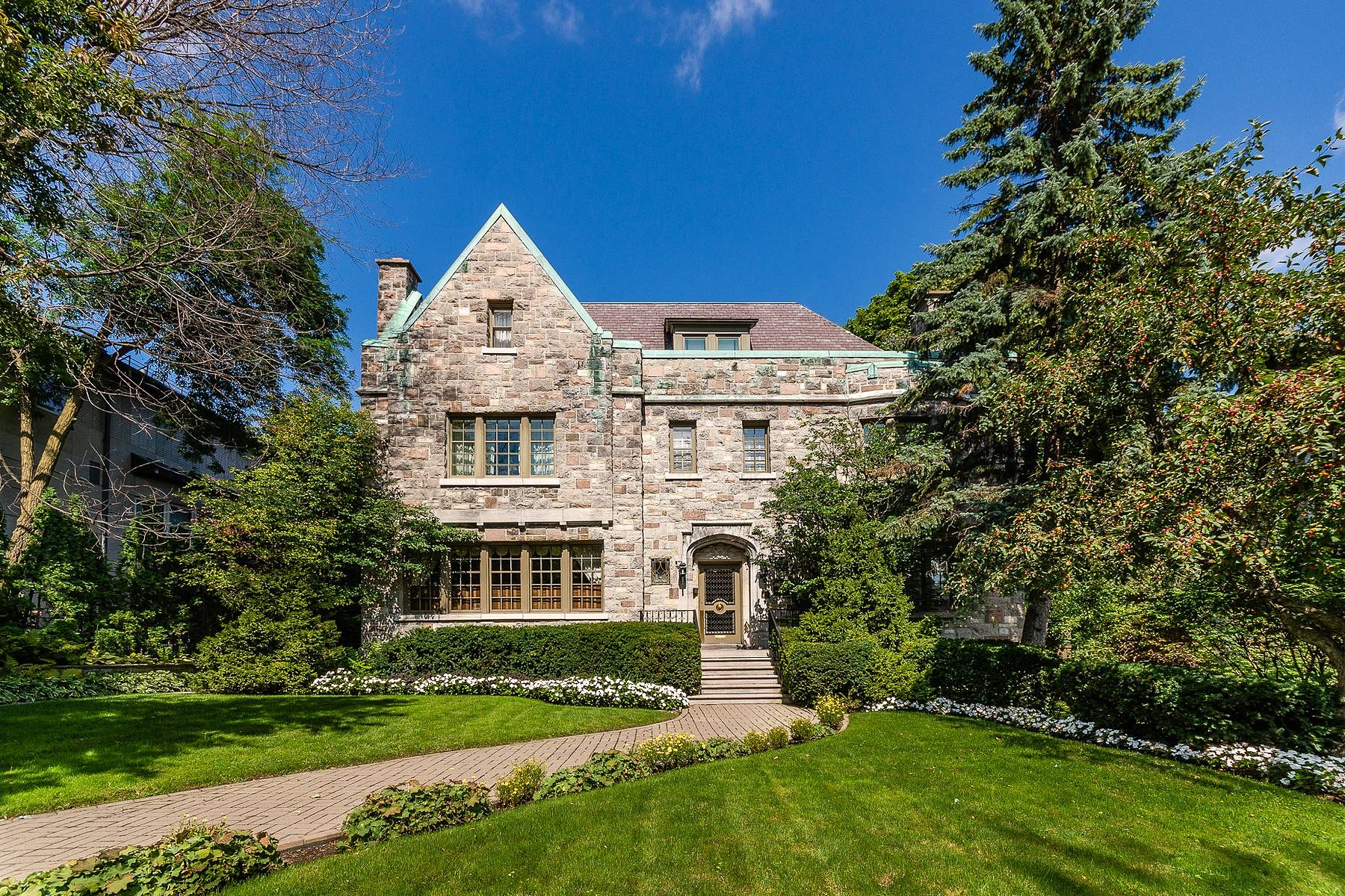 Single Family Homes for Sale at Westmount, Montréal 21 Av. Aberdeen Westmount, Quebec H3Y3A5 Canada