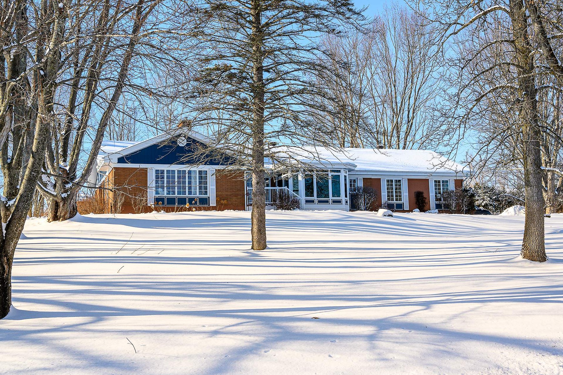 Single Family Homes for Sale at Rock Forest / Saint-Élie / Deauville, Estrie 5205 Rue Mills Sherbrooke, Quebec J1N3B6 Canada