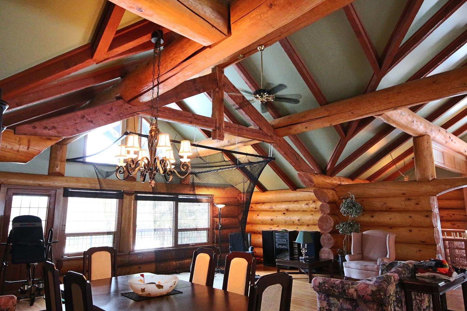 Casa para uma família para Venda às Privacy in a Park-Like Setting 1593 Nichol Road, Revelstoke, Columbia Britanica, V0E 2S0 Canadá
