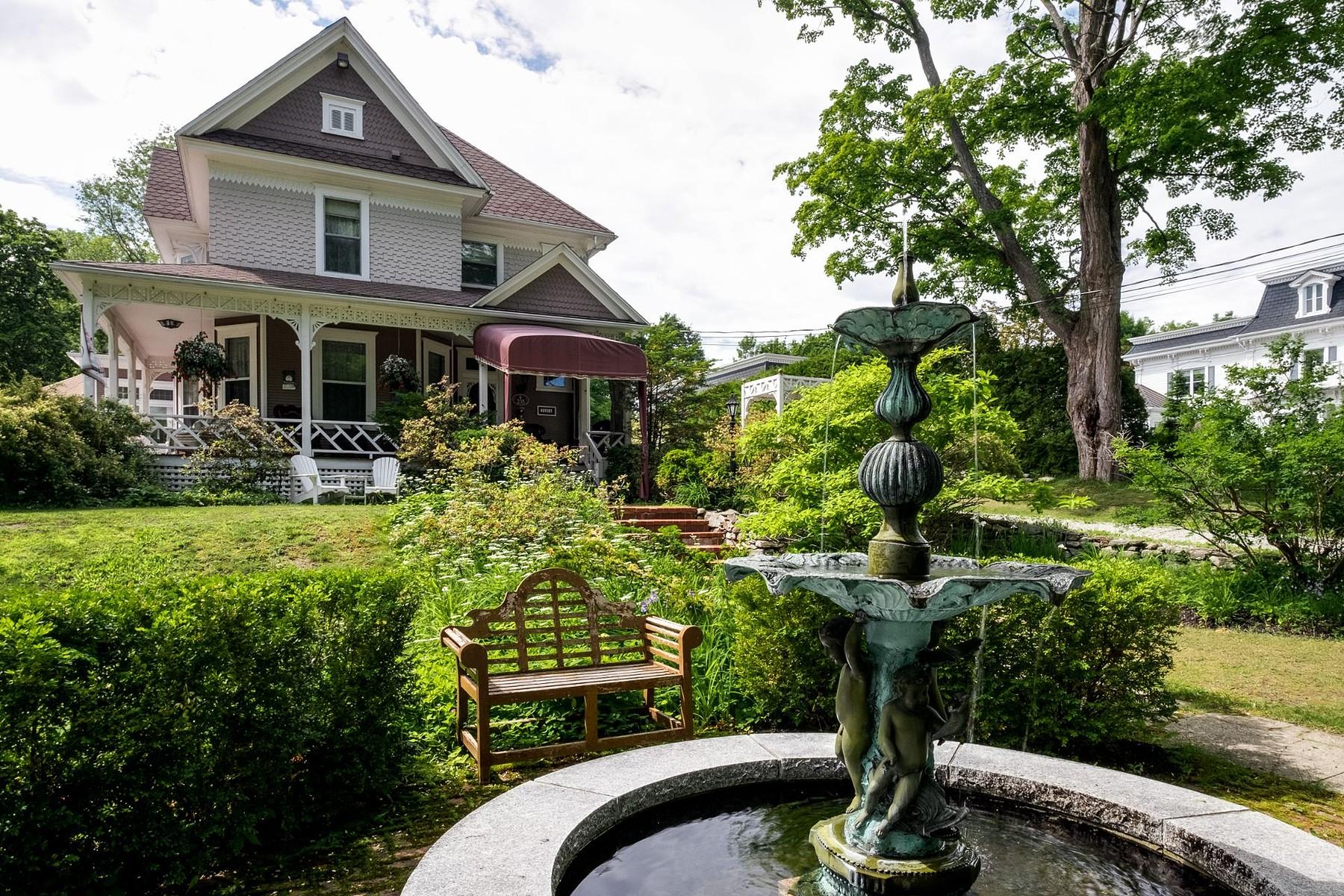 Single Family Homes for Sale at Magog, Estrie 235Z Rue des Pins Magog, Quebec J1X2H8 Canada